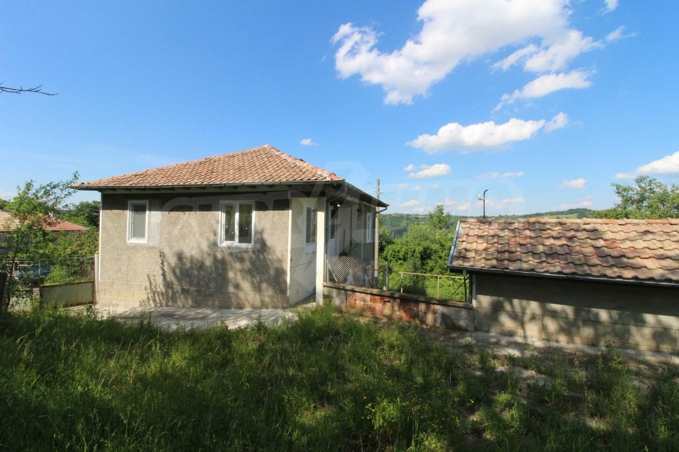 Реновирана двуетажна къща само на 5 км от град Габрово