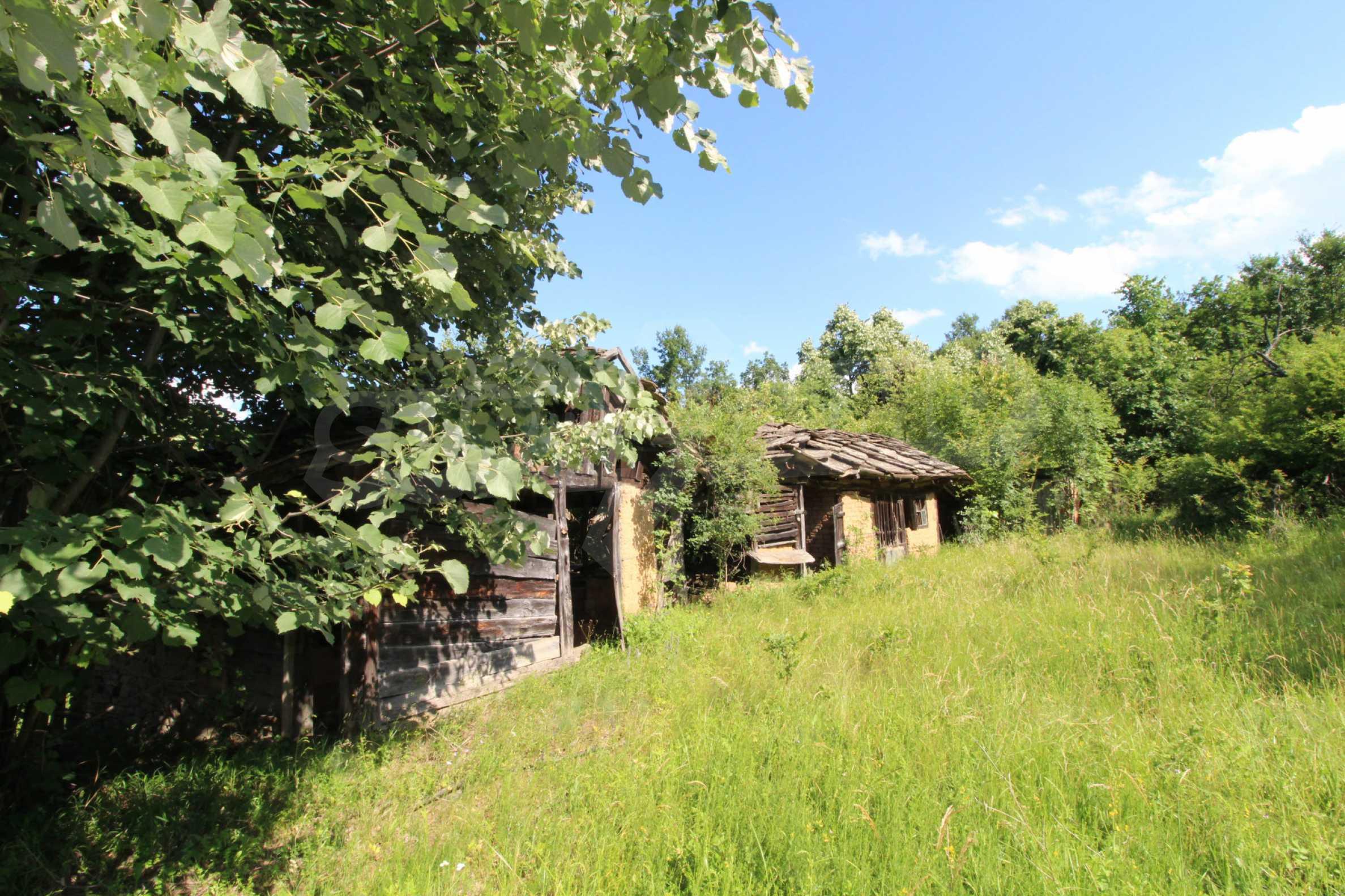 Реновирана двуетажна къща само на 5 км от град Габрово  2