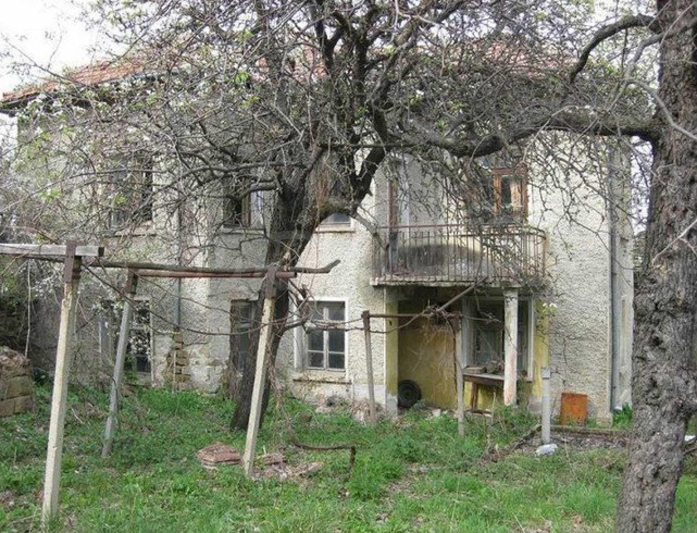 Двуетажна  къща с  голям двор в село на 30 км от В.Търново  7