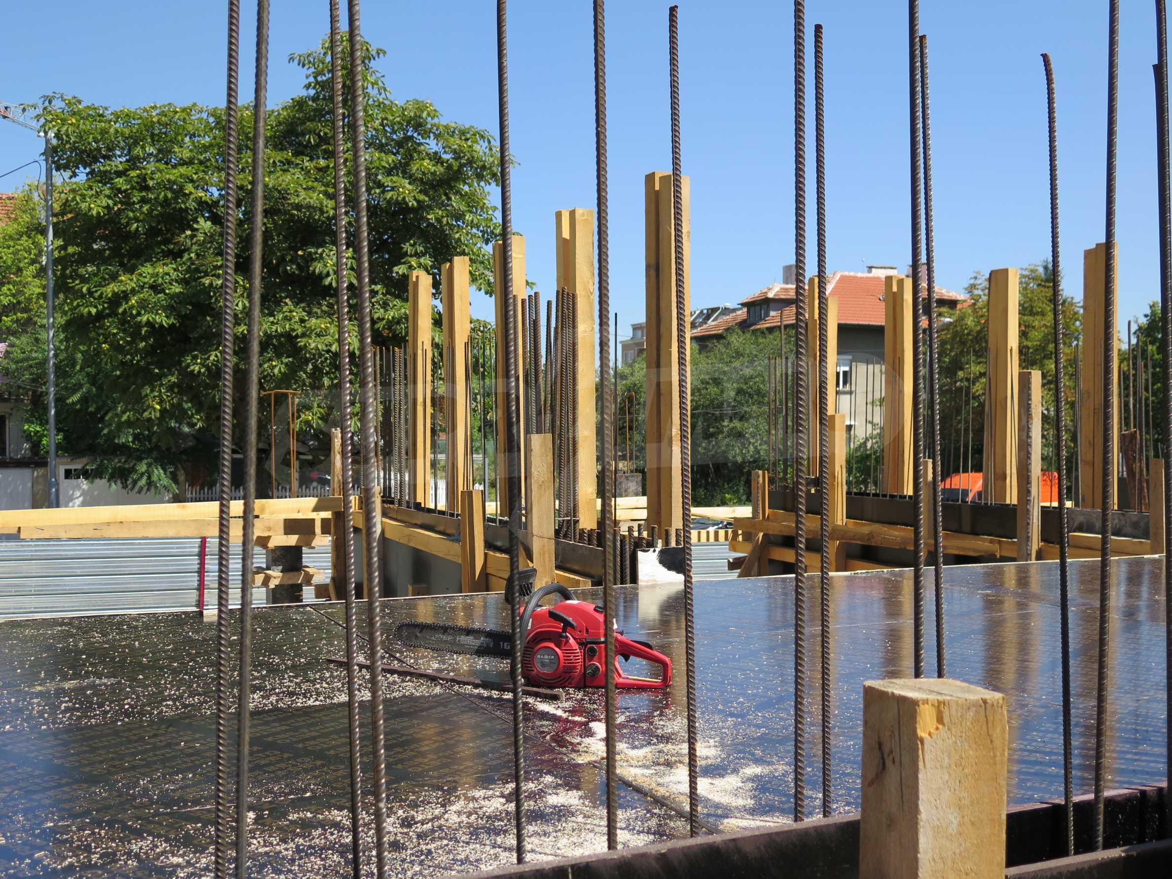 Новострояща се сграда с гаражи в добре развит квартал на София 5