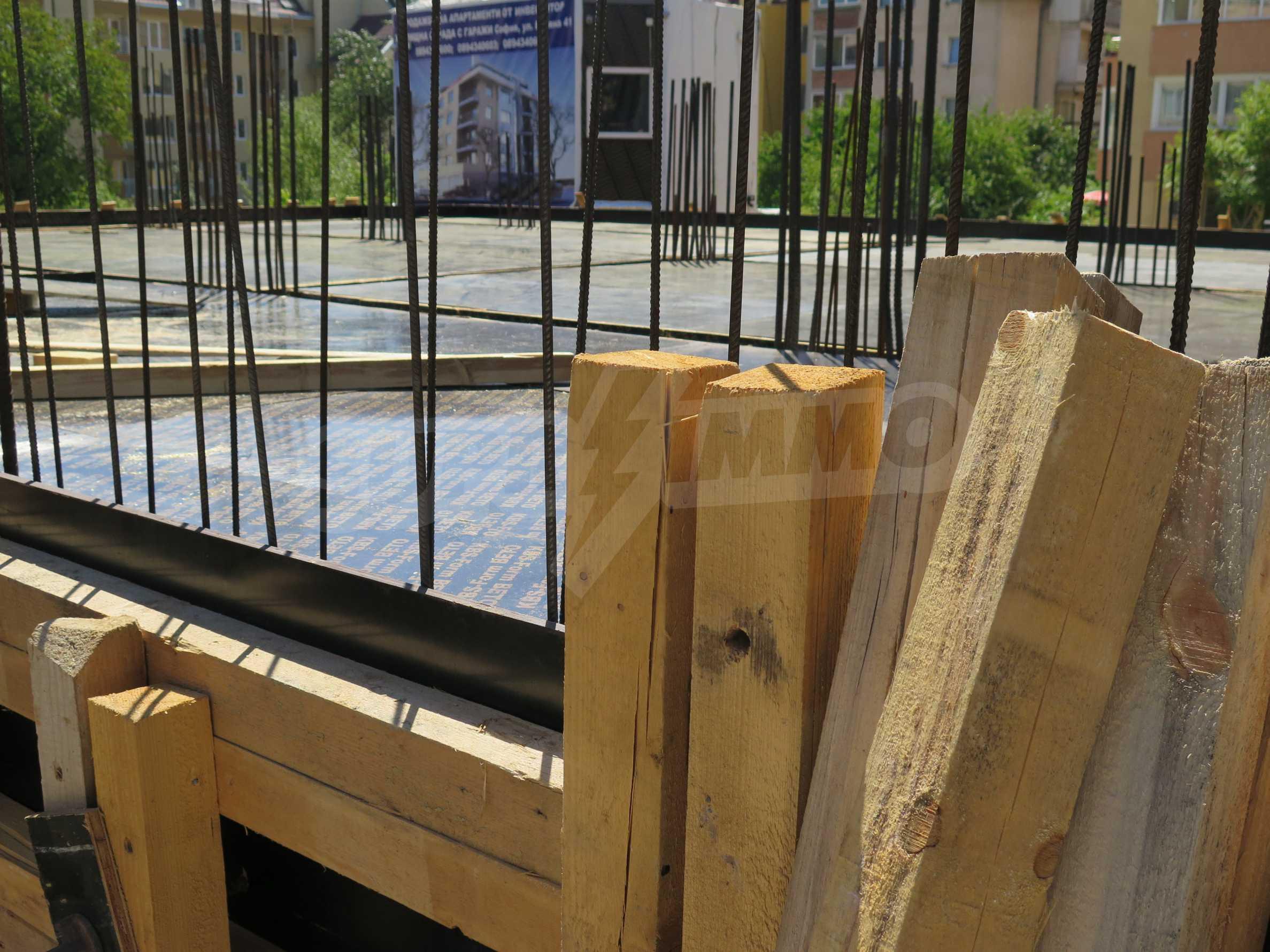 Новострояща се сграда с гаражи в добре развит квартал на София 7