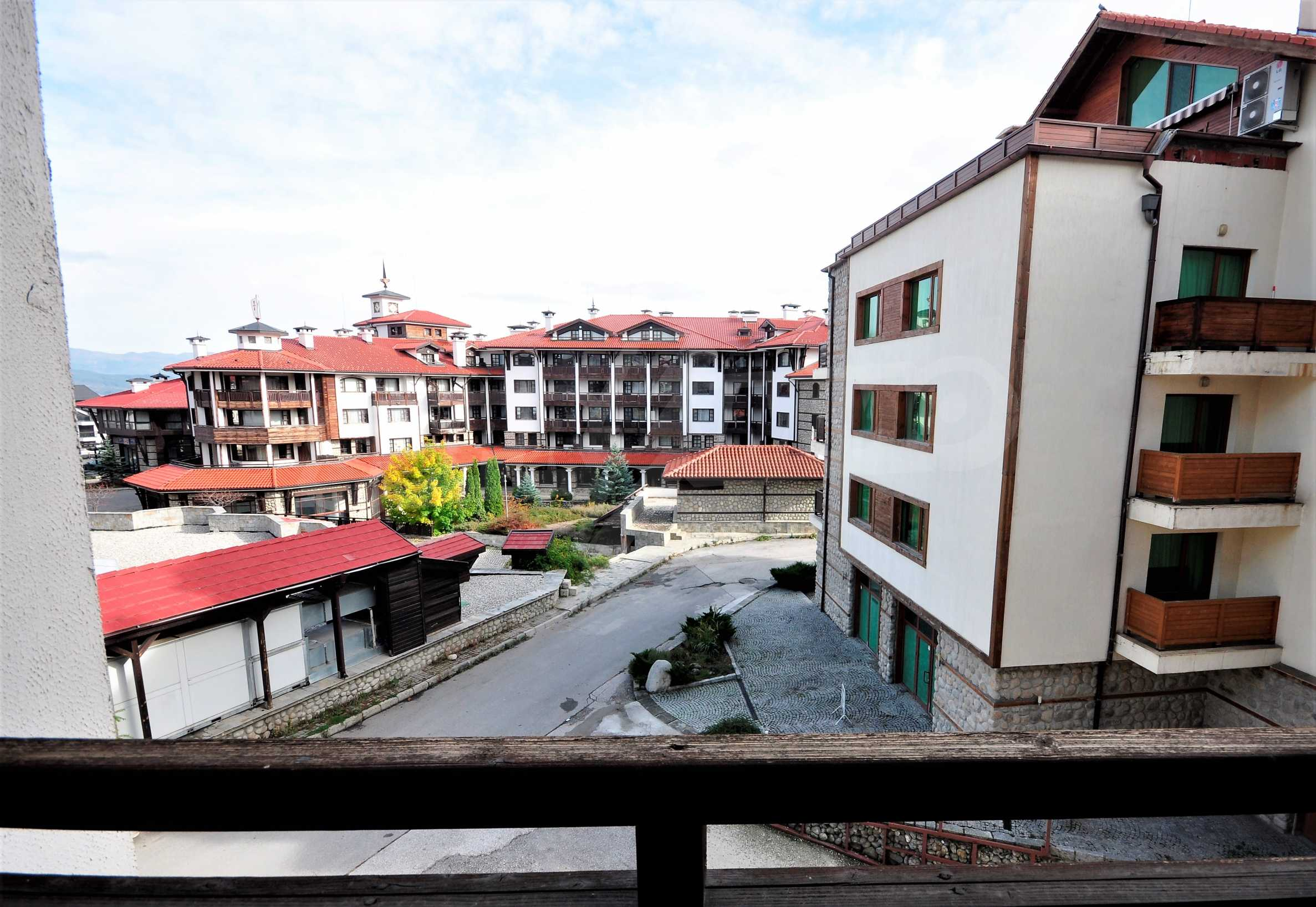 """Spacious two-bedroom apartment located in the """"Emerald"""" complex in Bansko 13"""