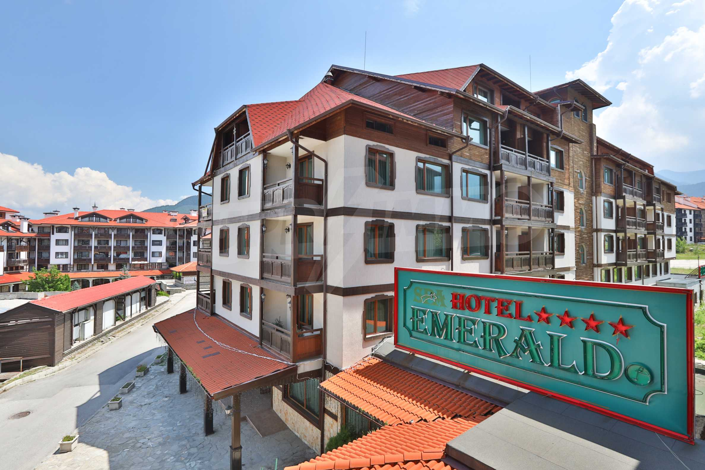 """Spacious two-bedroom apartment located in the """"Emerald"""" complex in Bansko 14"""