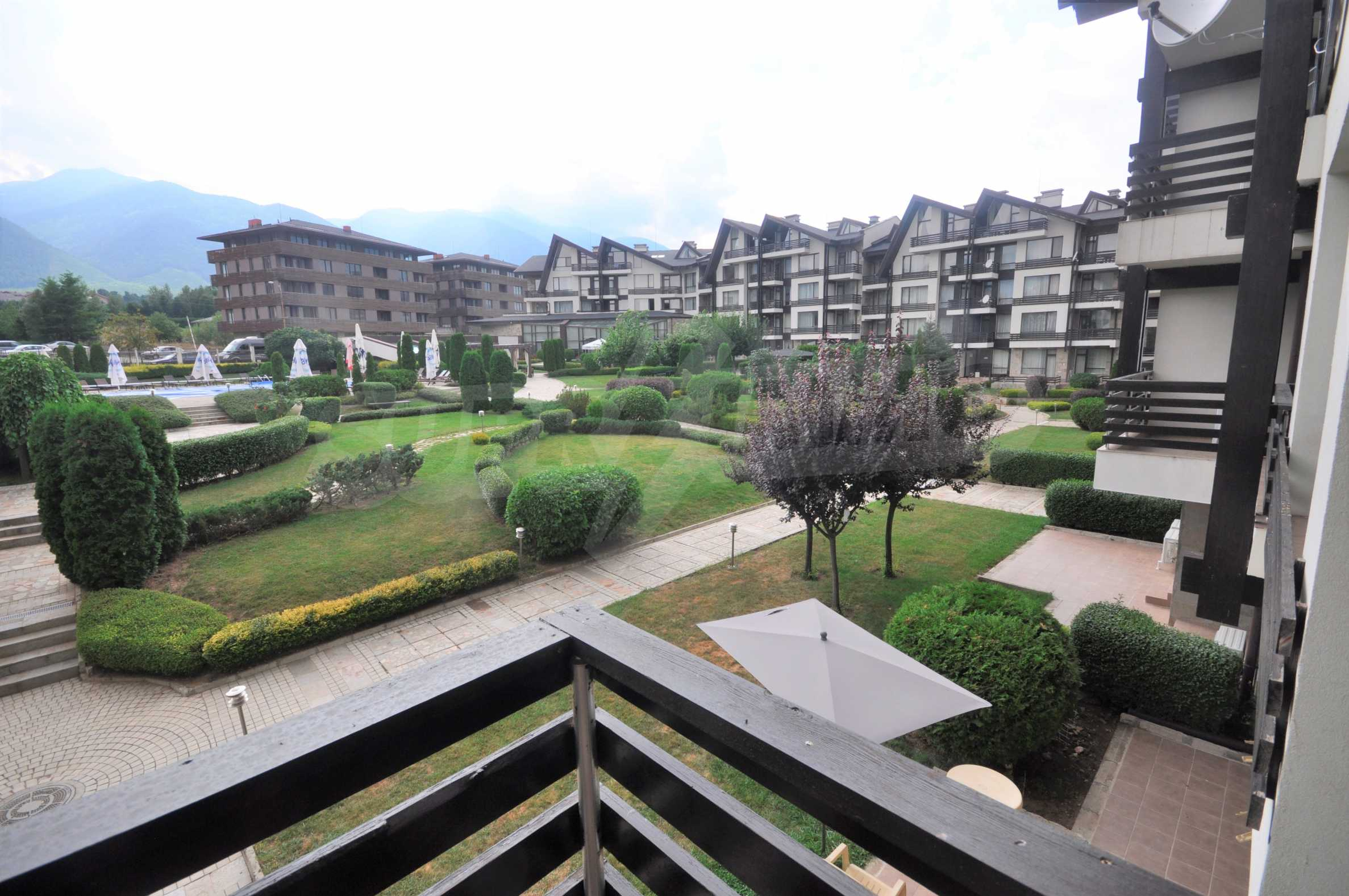 Furnished apartment in a year-round complex 13