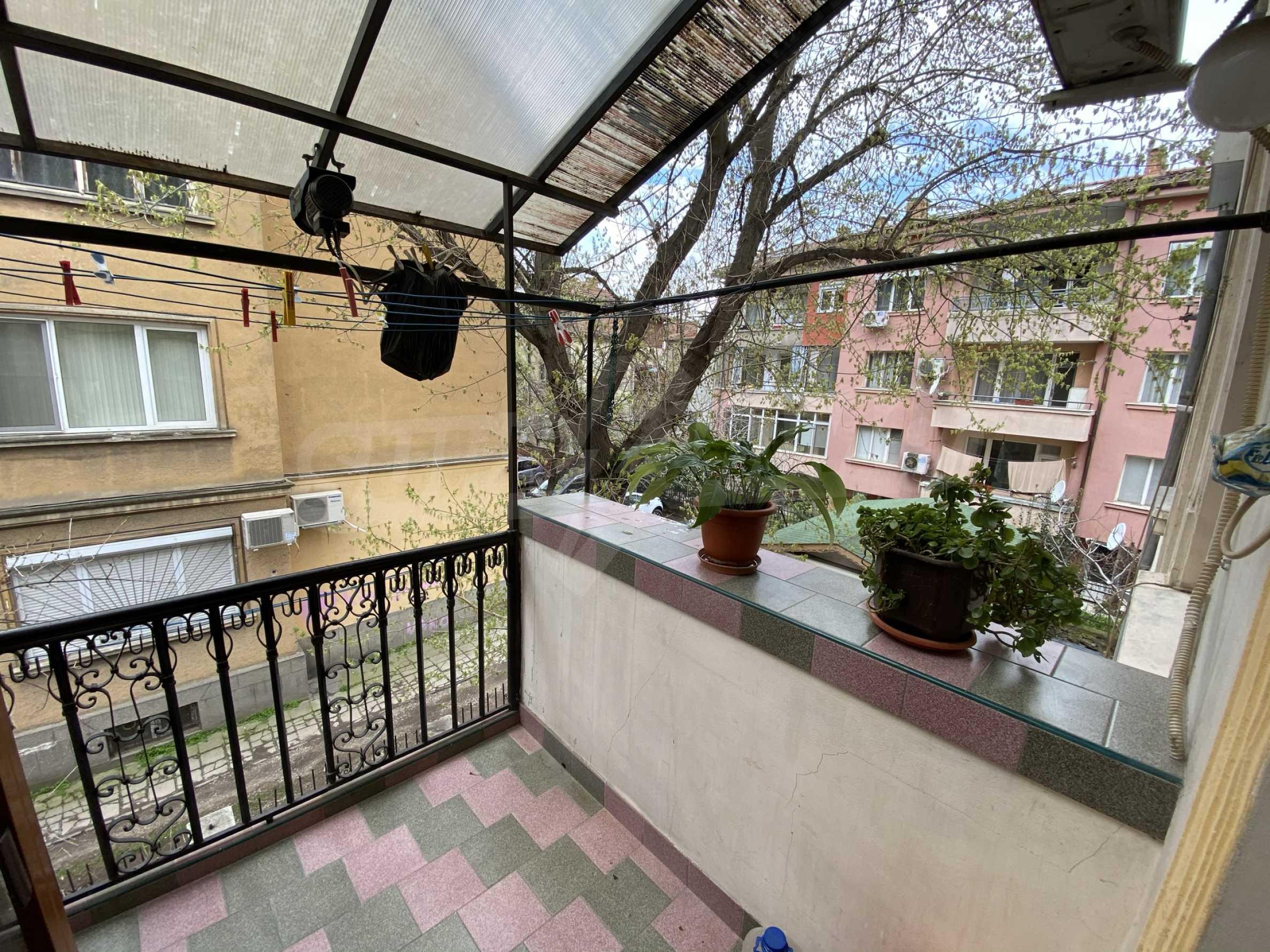 Етаж от жилищна сграда с аристократична визия в близост до главна улица 3