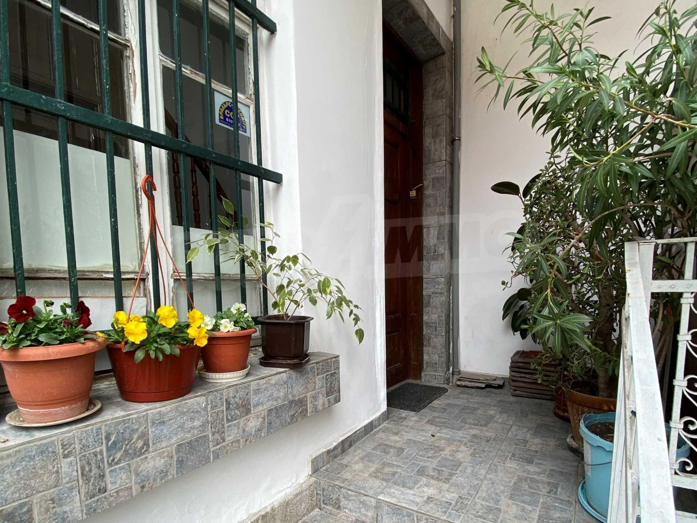 Етаж от жилищна сграда с аристократична визия в близост до главна улица 5
