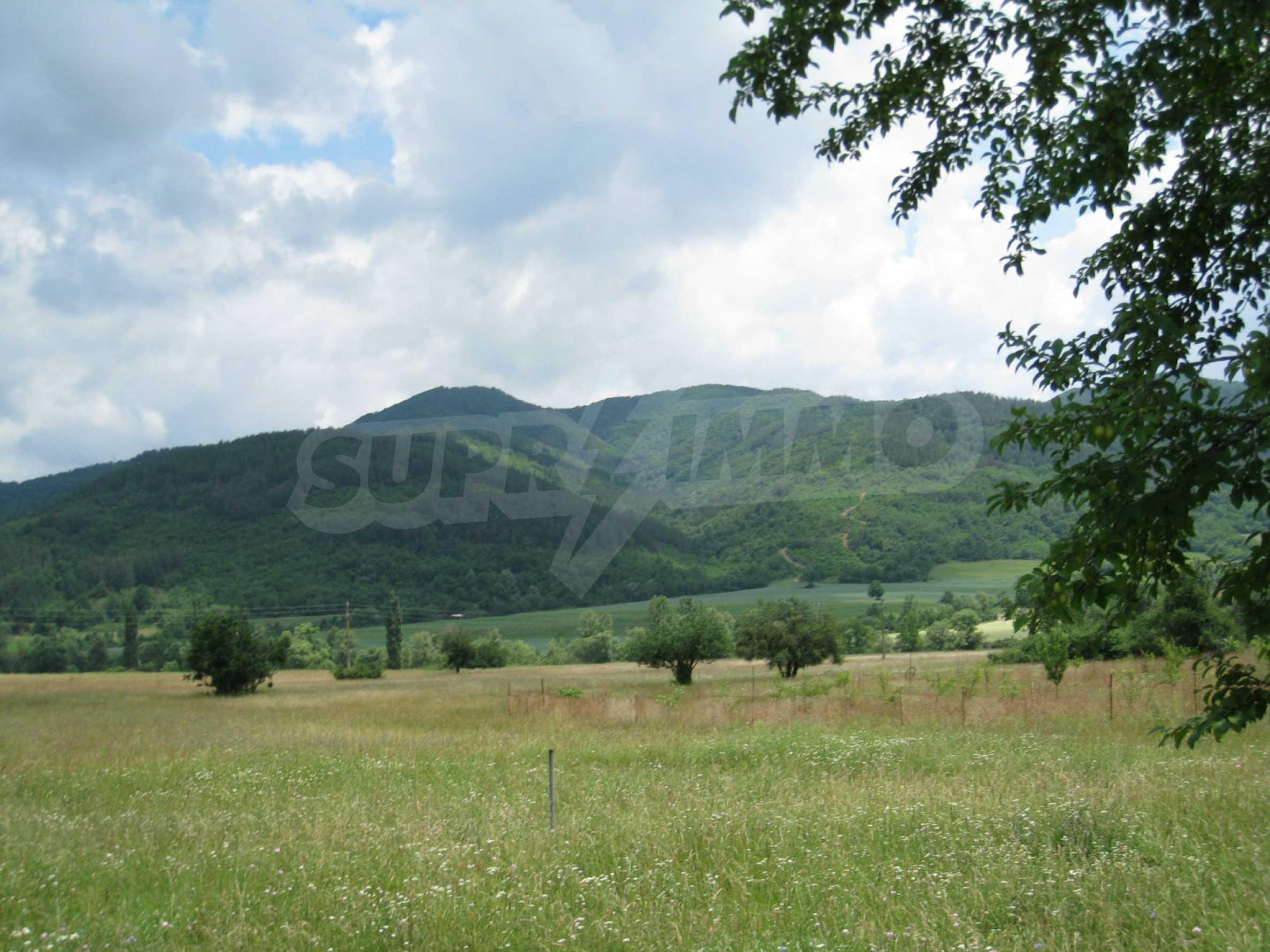 Reguliertes Grundstück mit Blick auf die Berge in der Nähe von Pravets 10