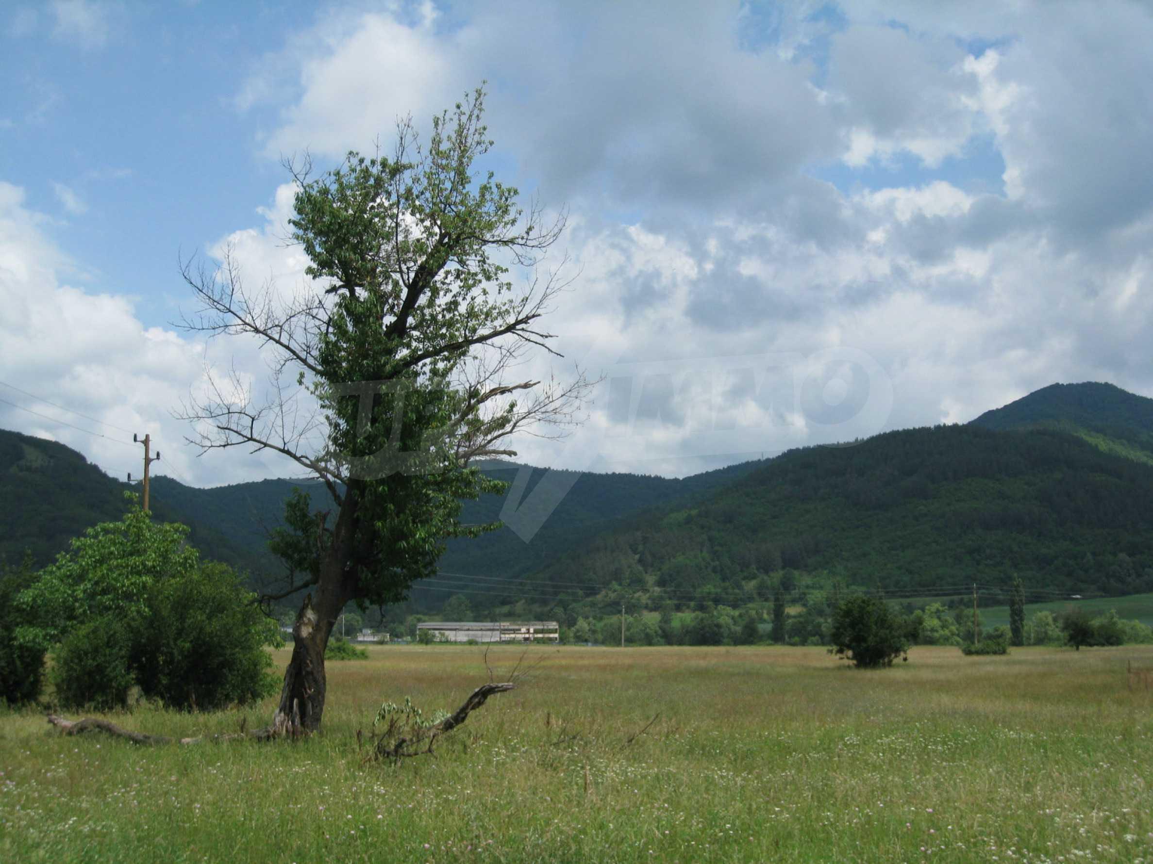 Reguliertes Grundstück mit Blick auf die Berge in der Nähe von Pravets 11