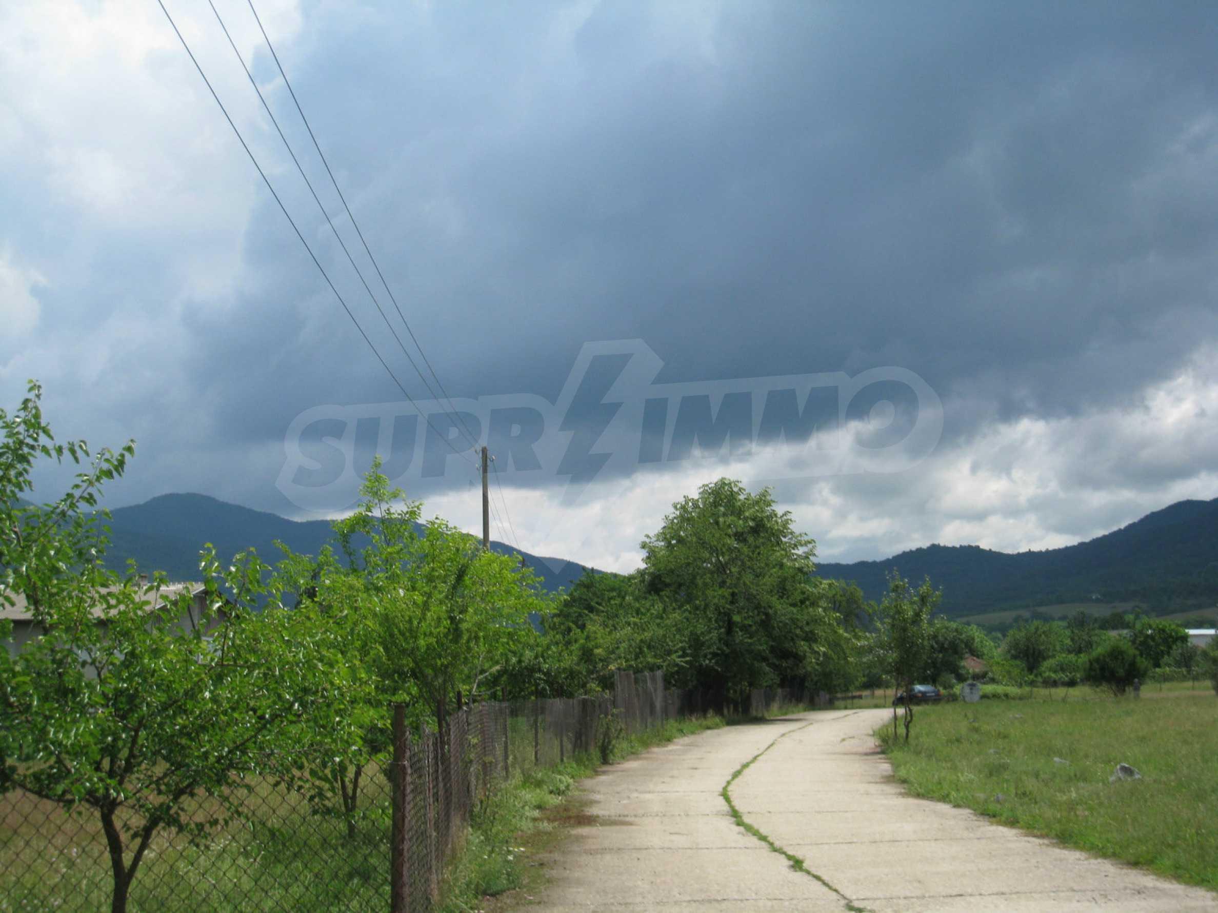 Reguliertes Grundstück mit Blick auf die Berge in der Nähe von Pravets 13