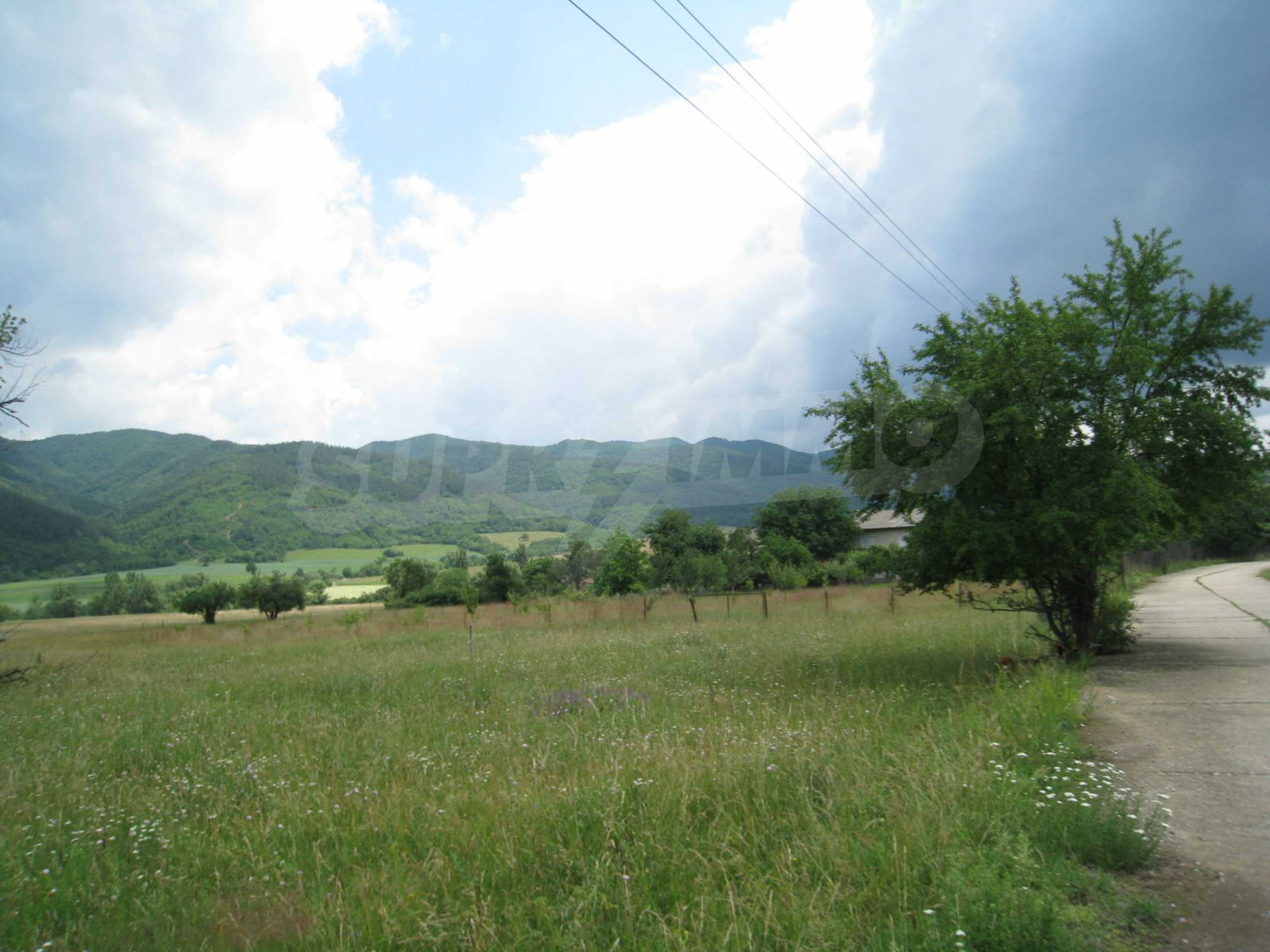 Reguliertes Grundstück mit Blick auf die Berge in der Nähe von Pravets 1