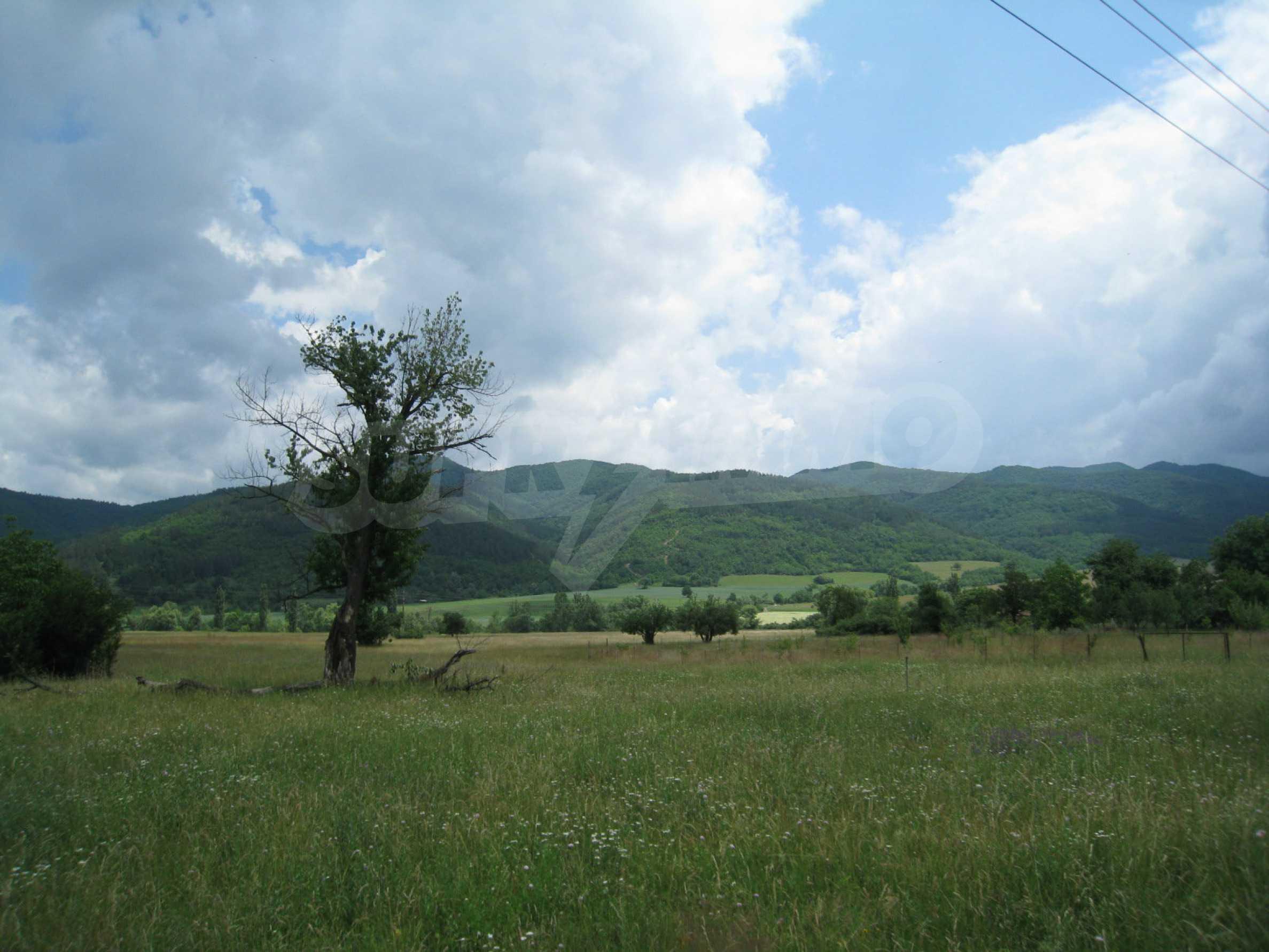 Reguliertes Grundstück mit Blick auf die Berge in der Nähe von Pravets 2
