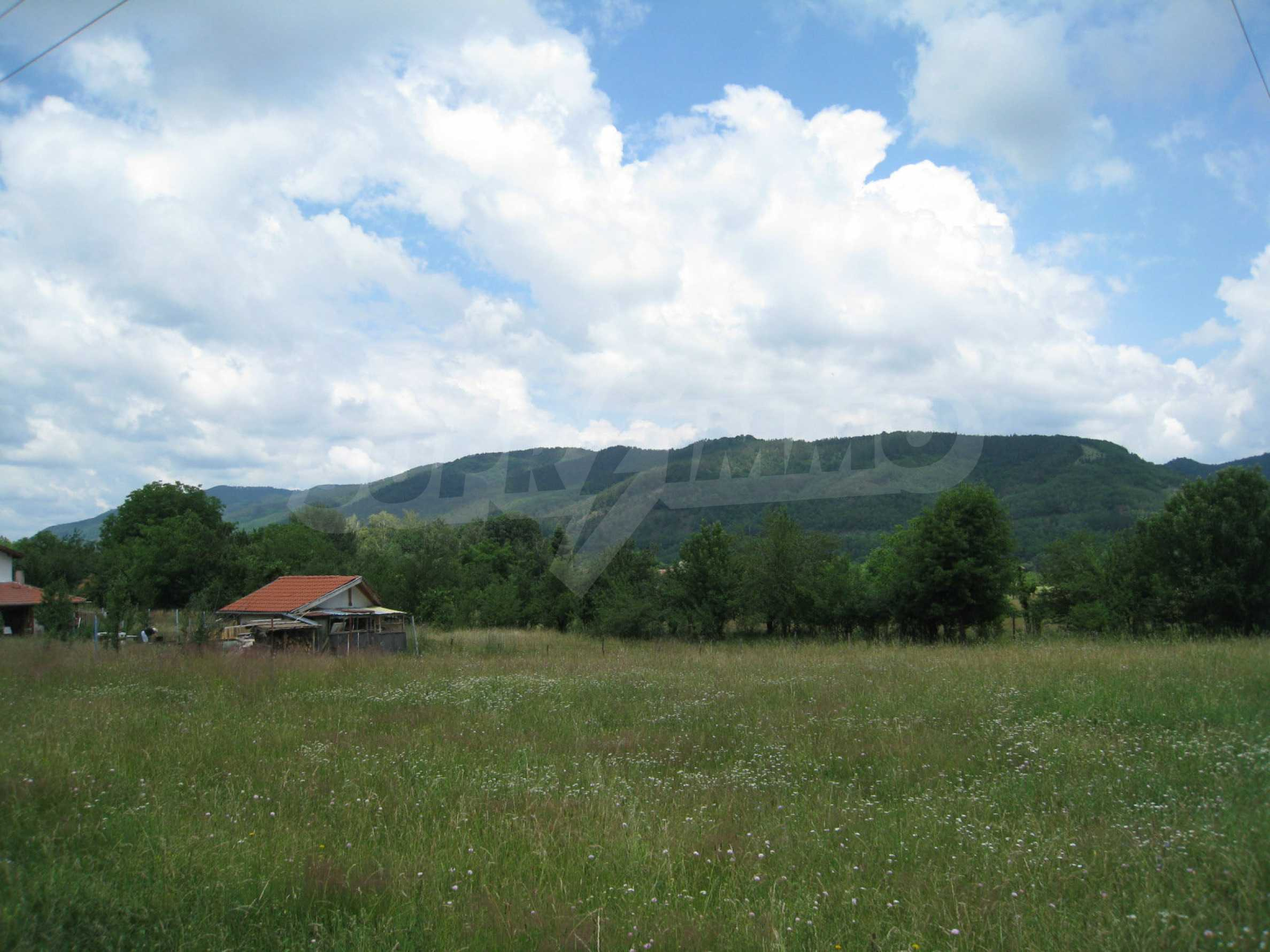 Reguliertes Grundstück mit Blick auf die Berge in der Nähe von Pravets 3