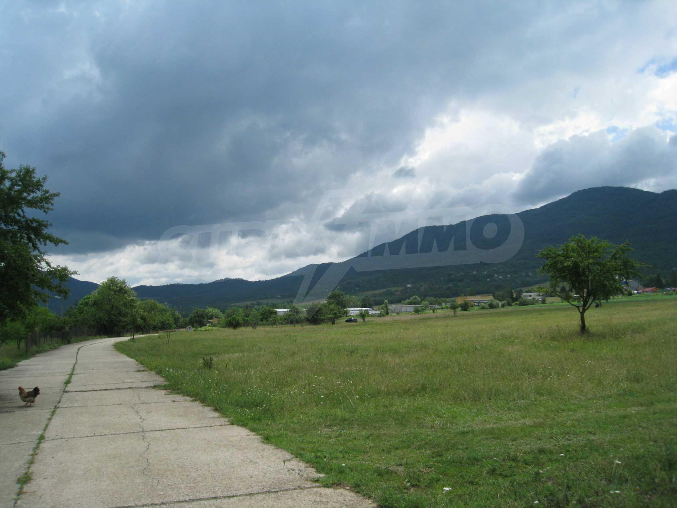 Reguliertes Grundstück mit Blick auf die Berge in der Nähe von Pravets 6