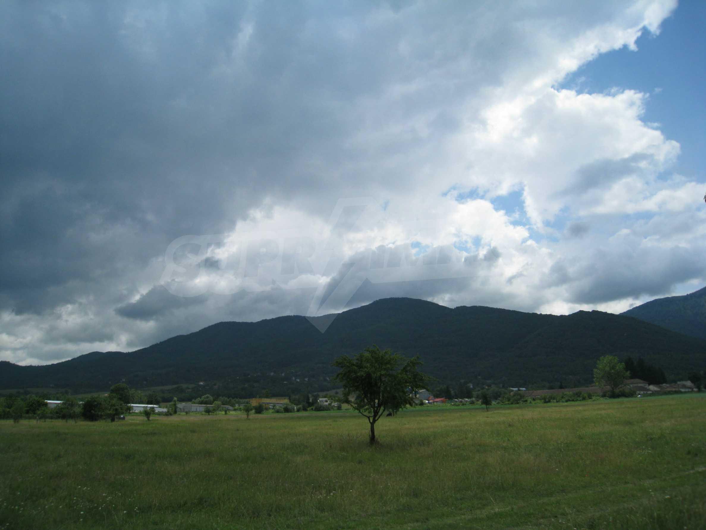Reguliertes Grundstück mit Blick auf die Berge in der Nähe von Pravets 7