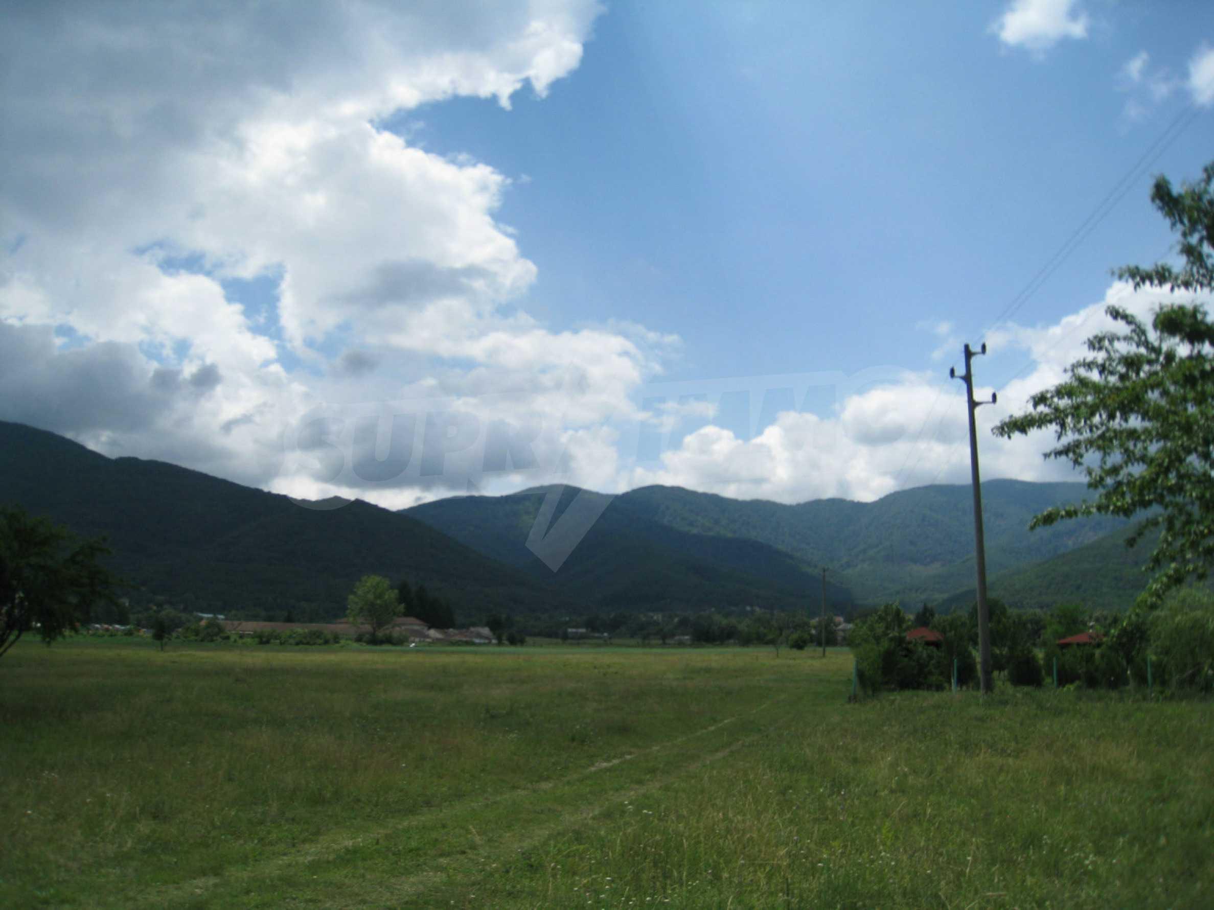 Reguliertes Grundstück mit Blick auf die Berge in der Nähe von Pravets 8