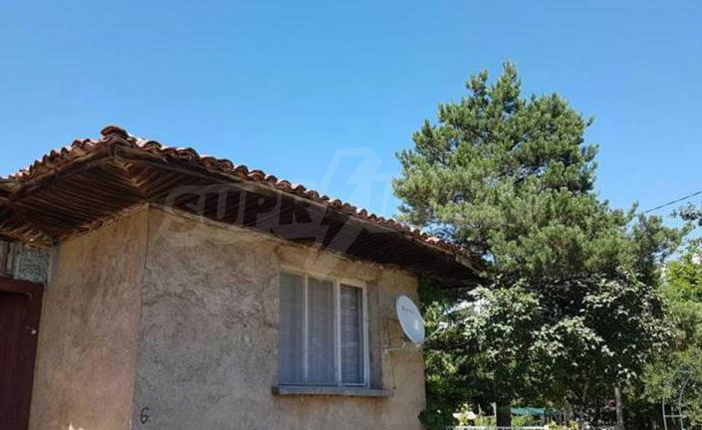 Къща в живописен район на 40 км от София 1
