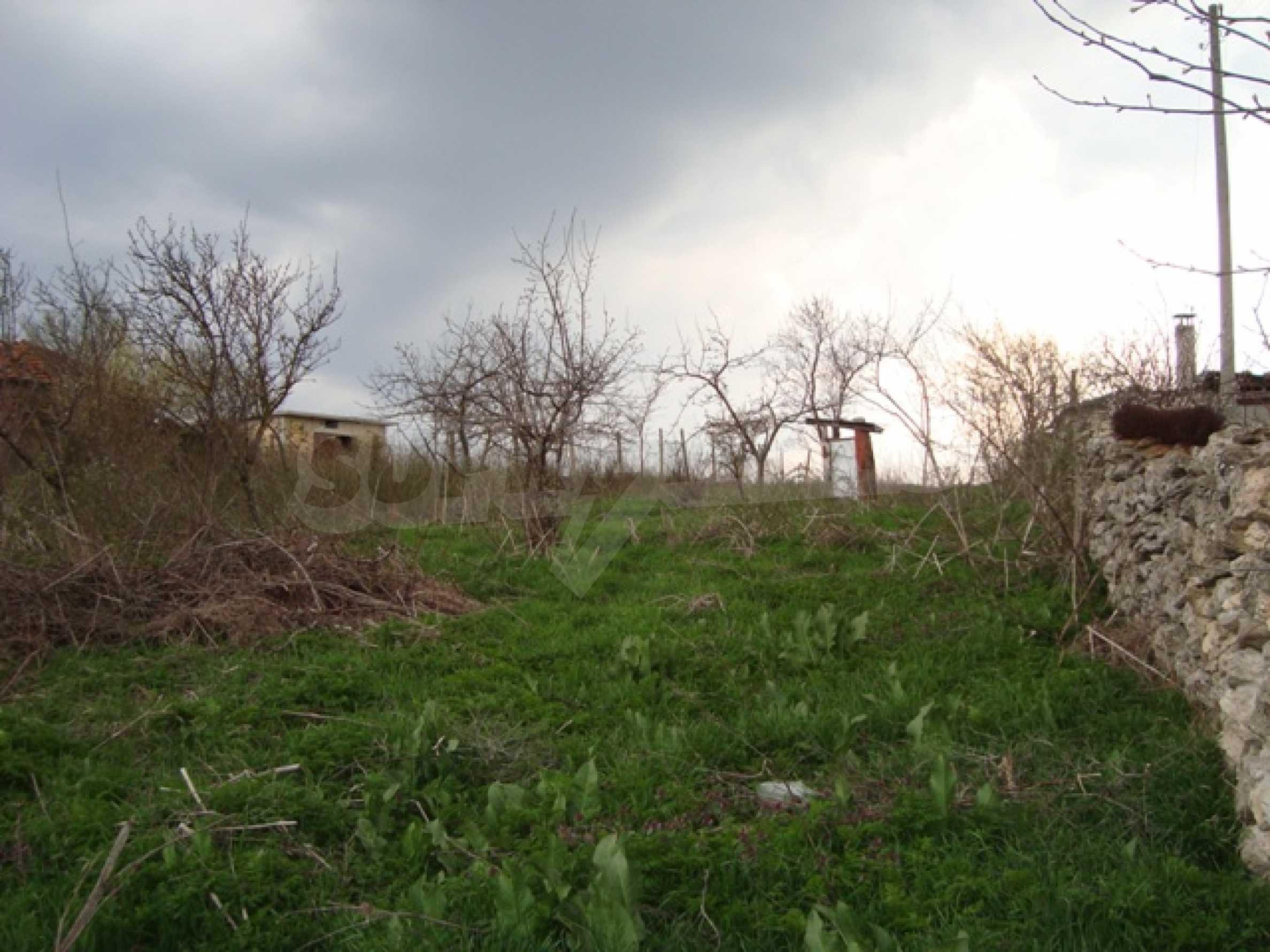 Grundstück im Dorf Kalimantsi