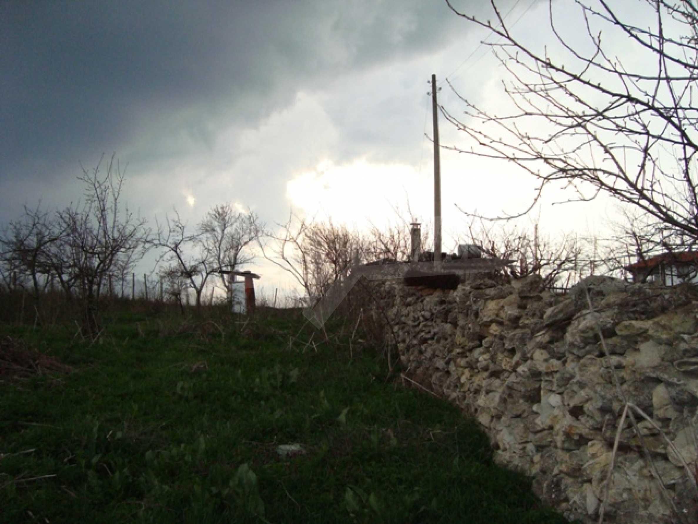 Grundstück im Dorf Kalimantsi 1