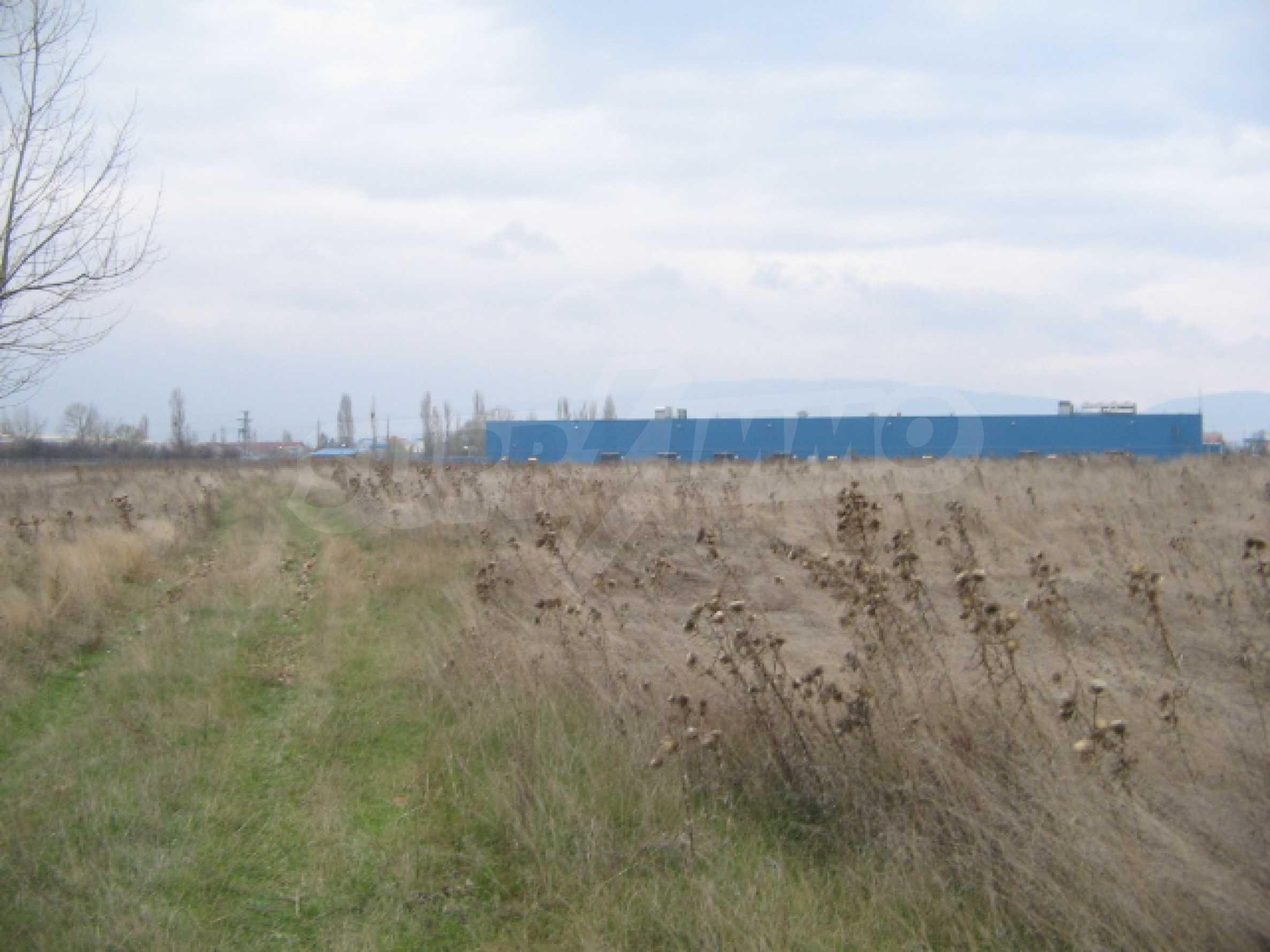 Сельскохозяйственная земля в г. София 2