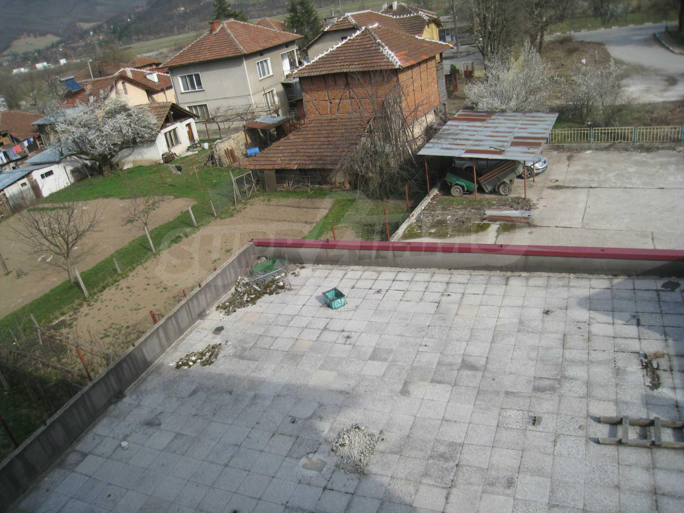 Hotelanlage mit Schwimmbad, Tankstelle und großem Grundstück in Etropole 26