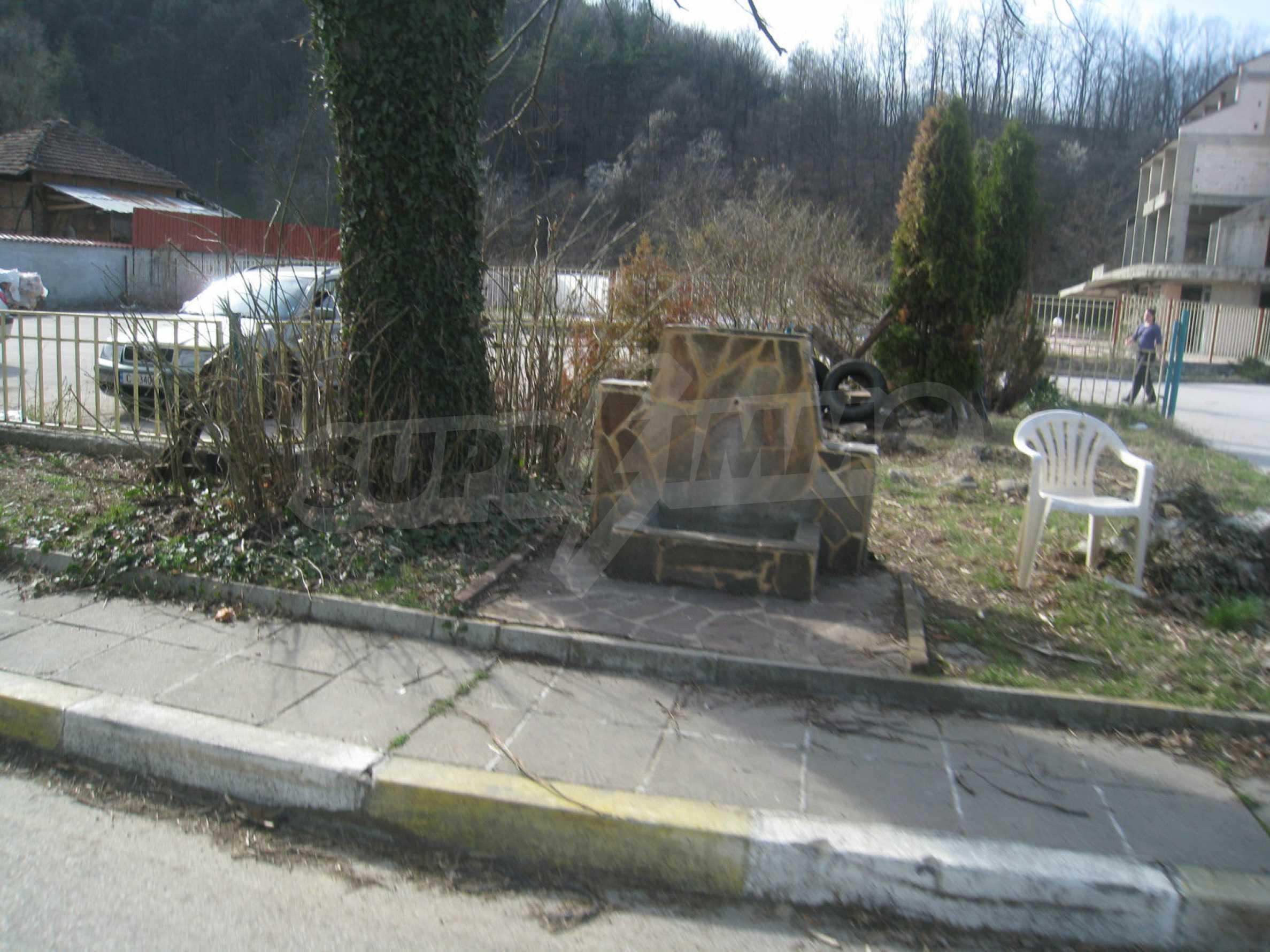Hotelanlage mit Schwimmbad, Tankstelle und großem Grundstück in Etropole 49