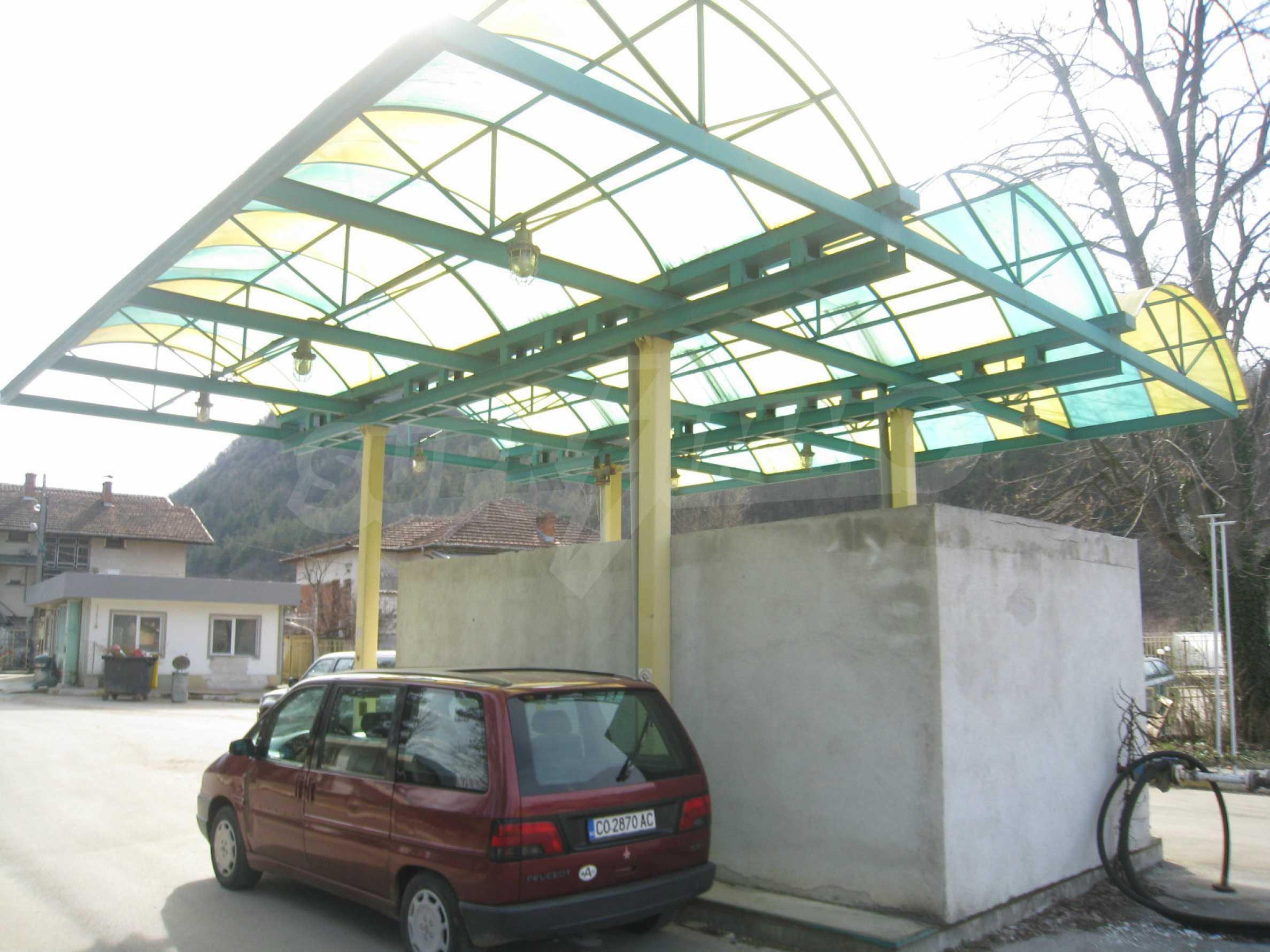 Hotelanlage mit Schwimmbad, Tankstelle und großem Grundstück in Etropole 50
