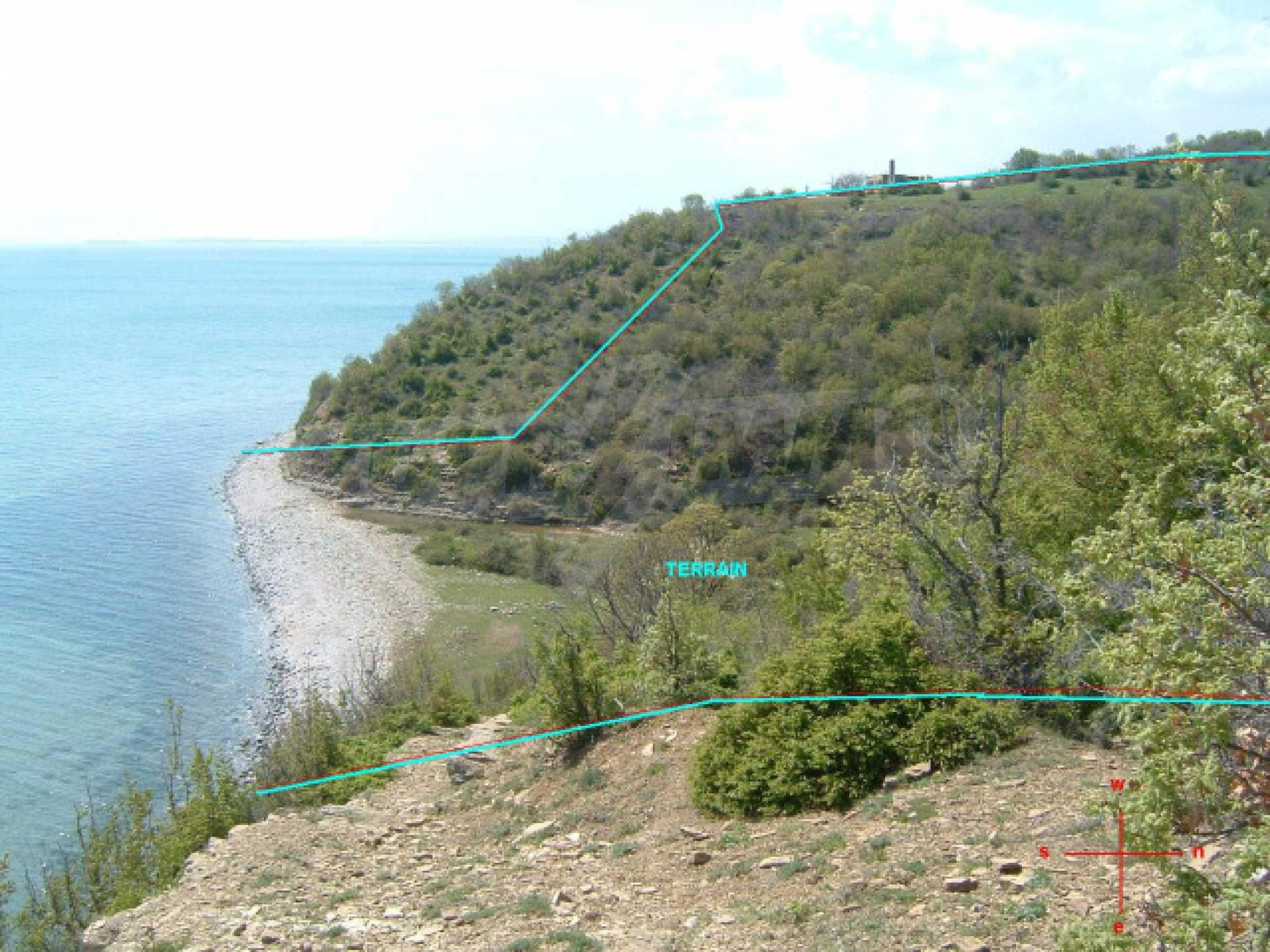 Урегулиран парцел на първа линия море 9