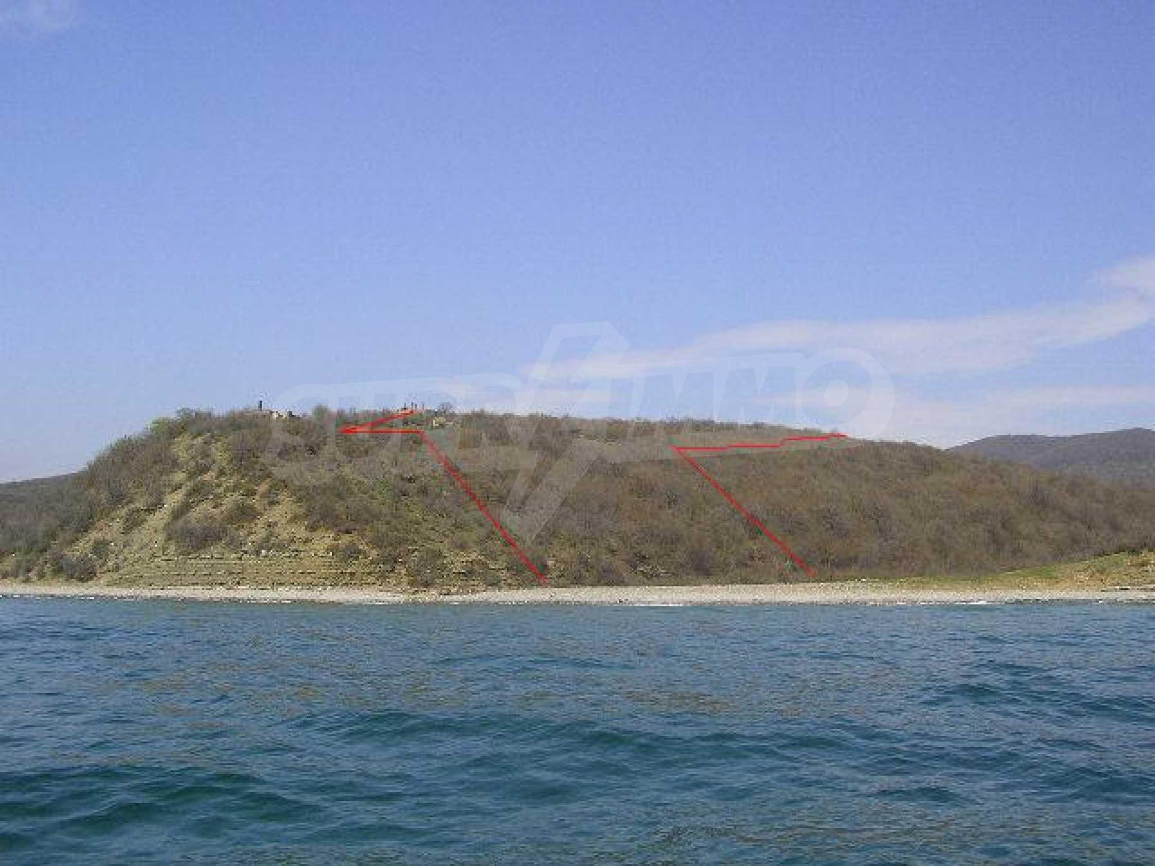 Урегулиран парцел на първа линия море 8