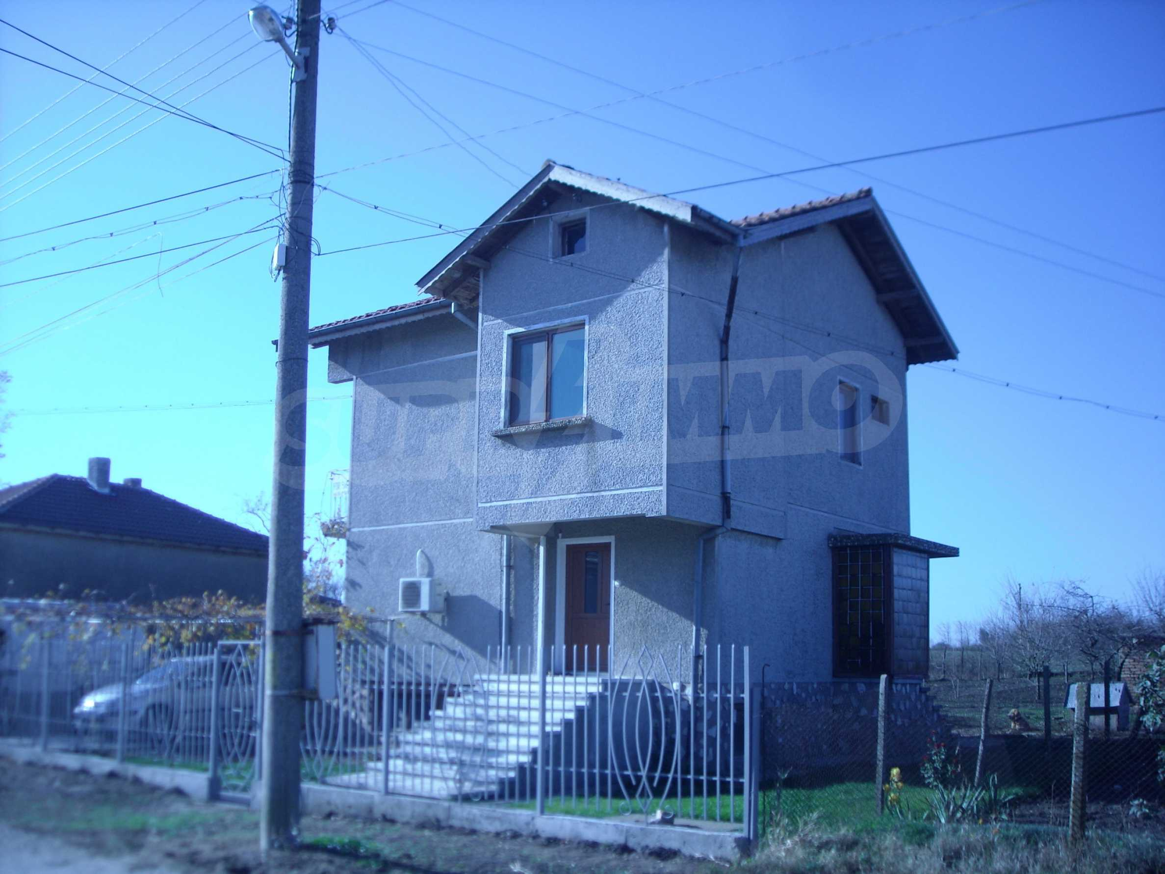 Nice big house in a village very close to the town of Dobrich 2