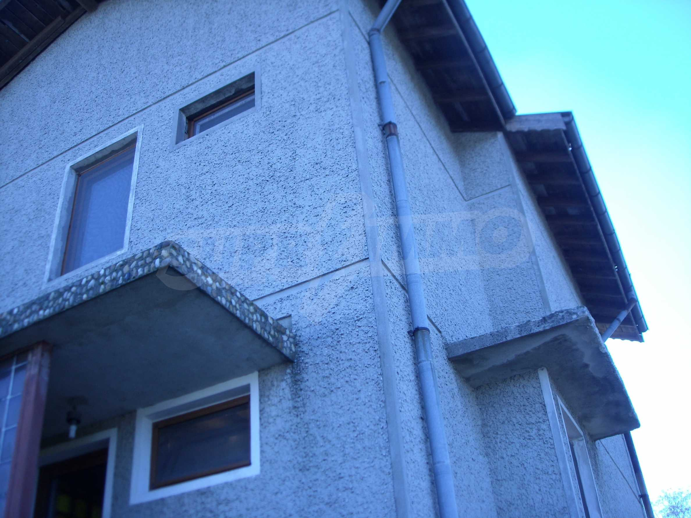 Nice big house in a village very close to the town of Dobrich 8
