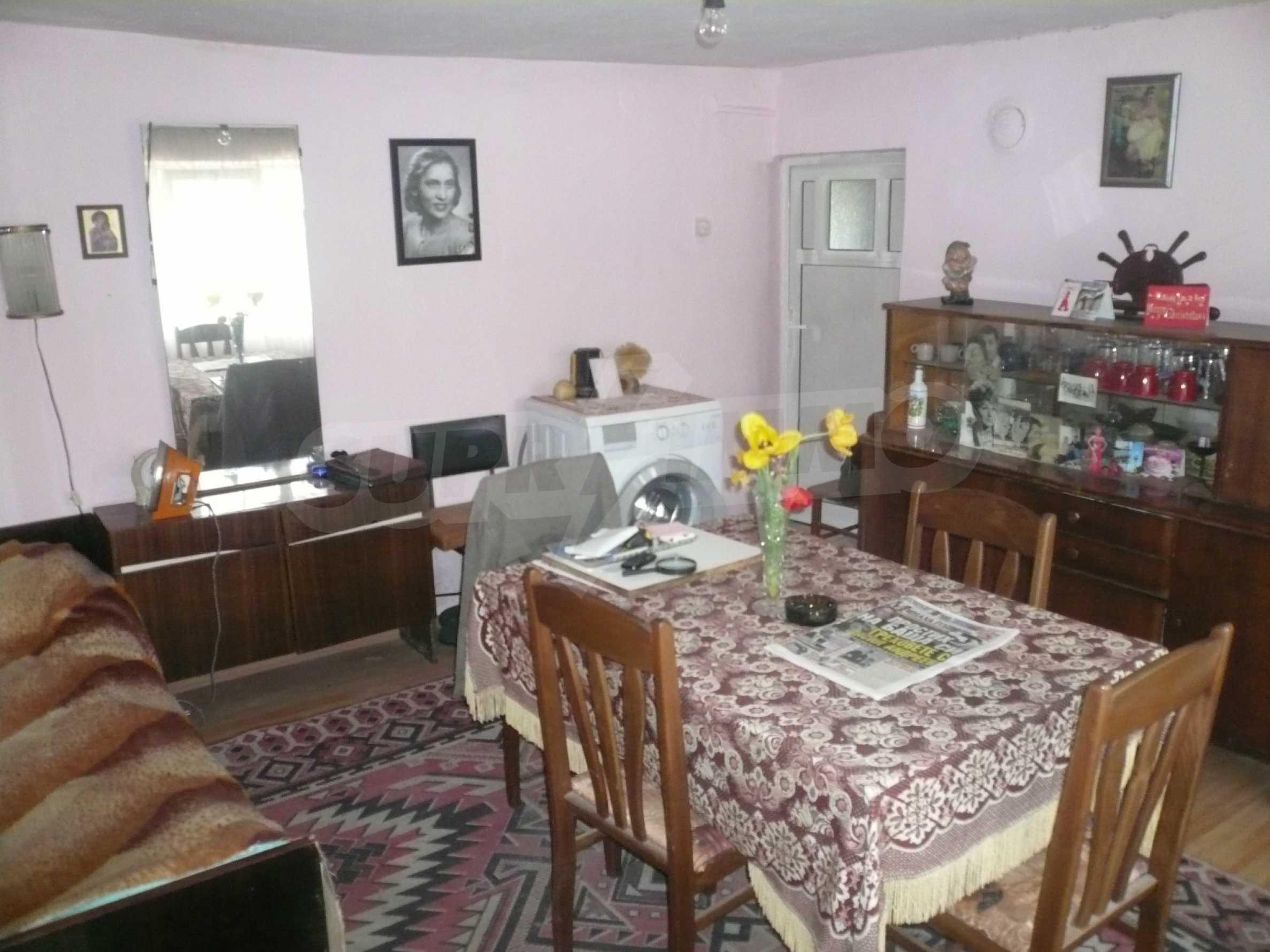Einfamilienhaus mit Sommerküche und Garten 12