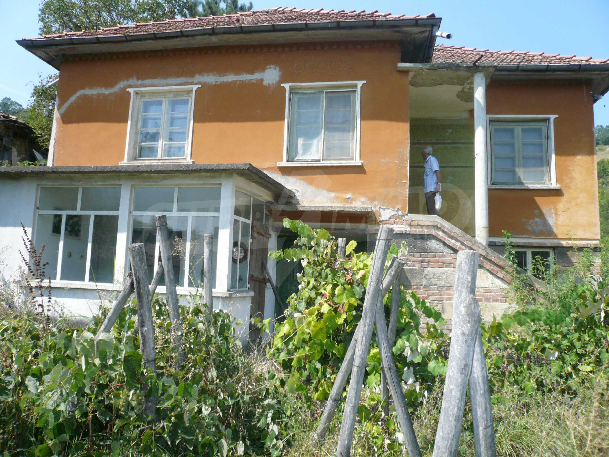 Ein solides zweistöckiges Haus mit Garten und Parkplatz 23 km von Vidin entfernt
