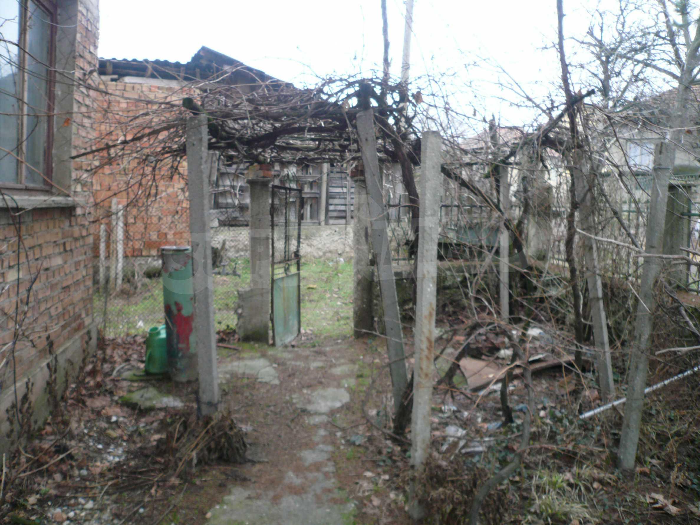 Massives zweistöckiges Haus mit Garten in der Nähe von Vidin 12