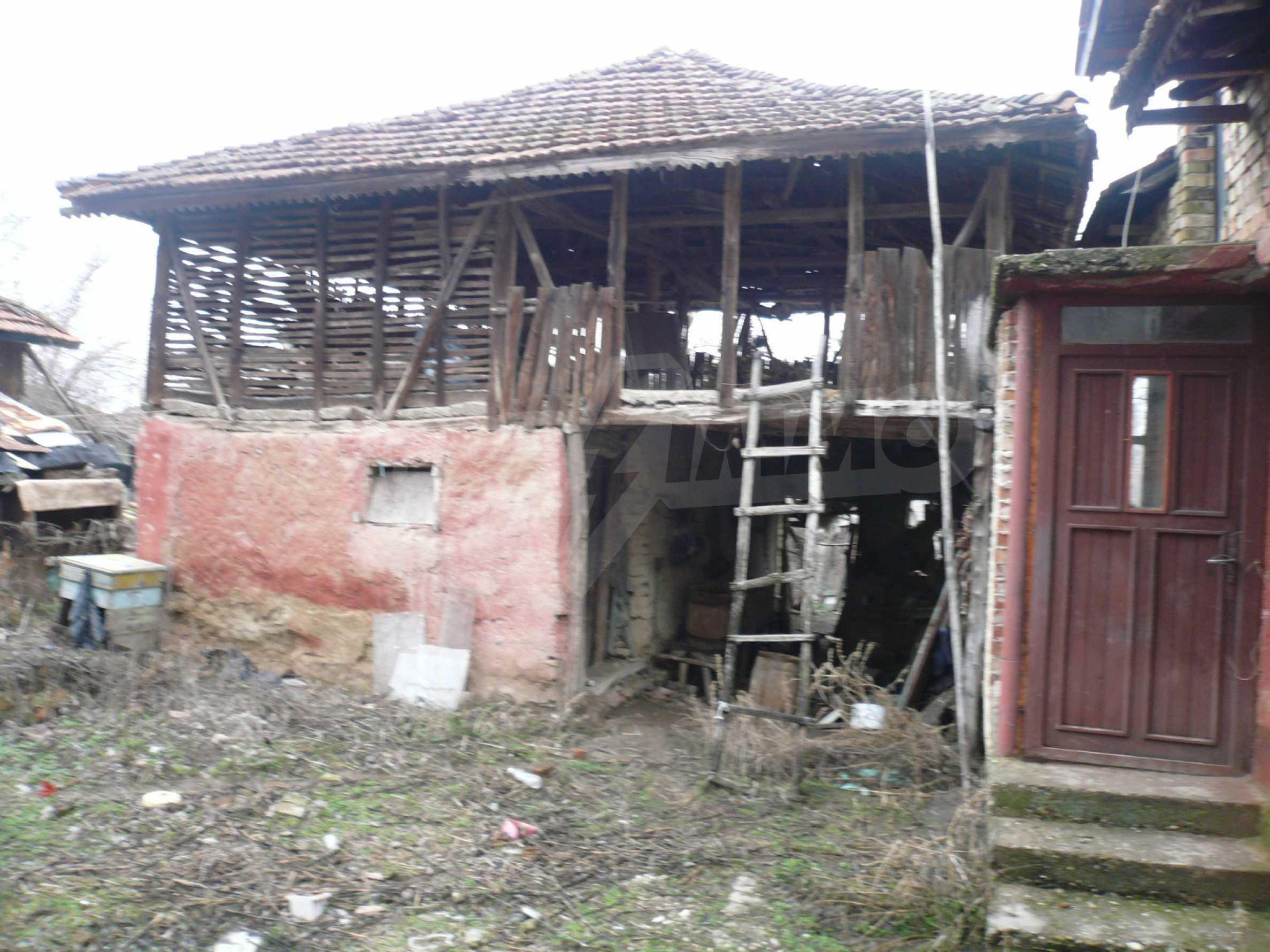 Massives zweistöckiges Haus mit Garten in der Nähe von Vidin 13