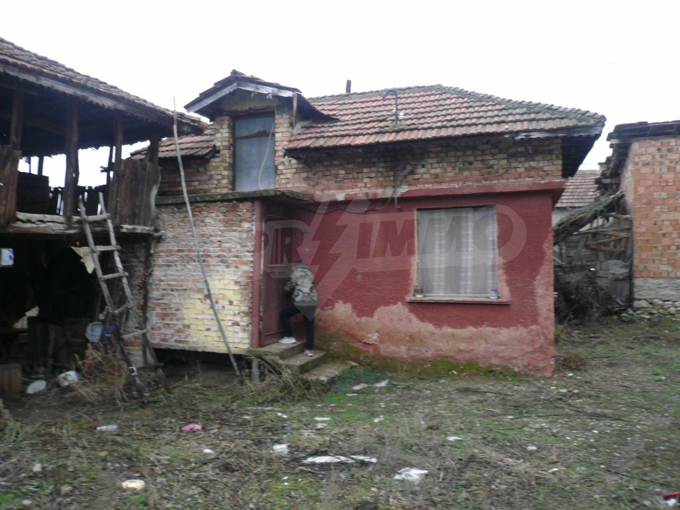 Massives zweistöckiges Haus mit Garten in der Nähe von Vidin 14