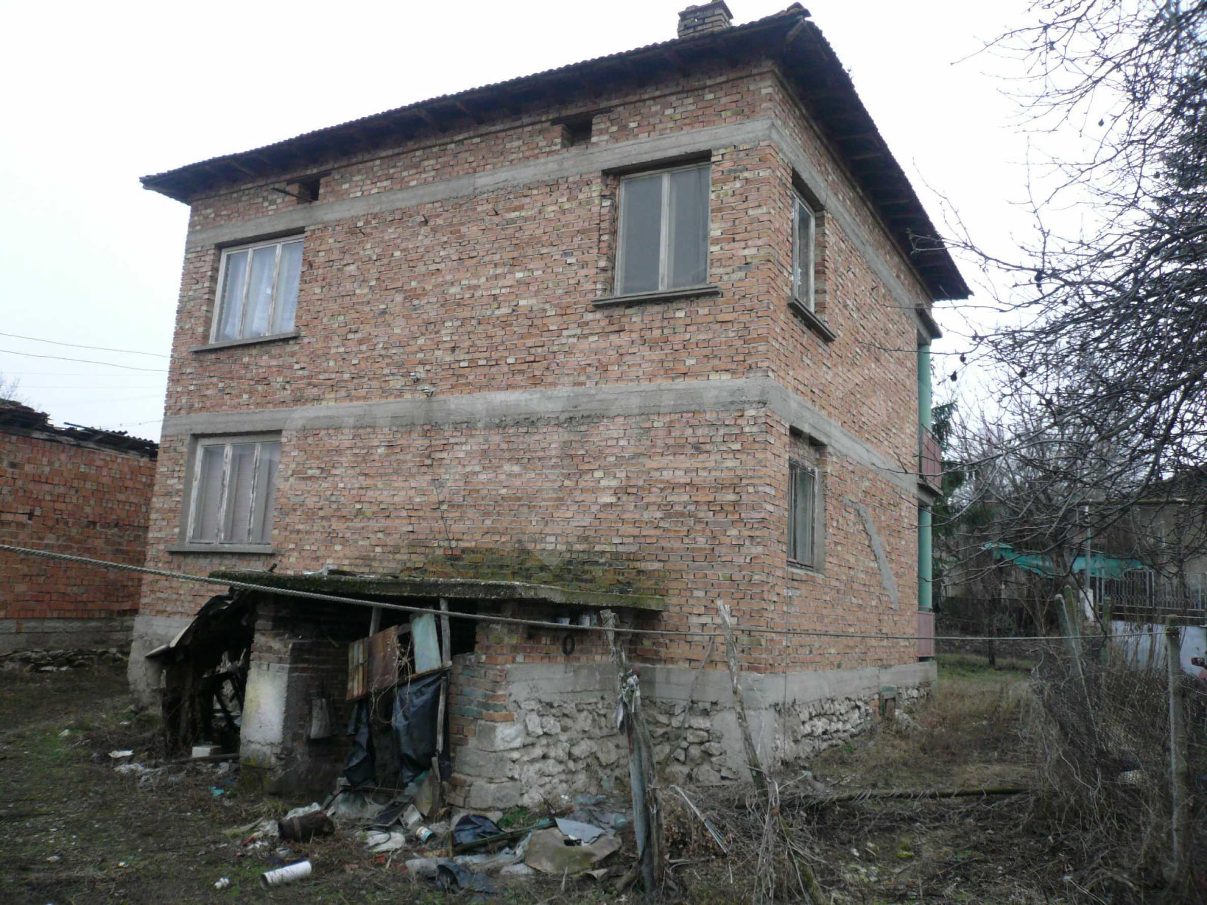 Massives zweistöckiges Haus mit Garten in der Nähe von Vidin 15