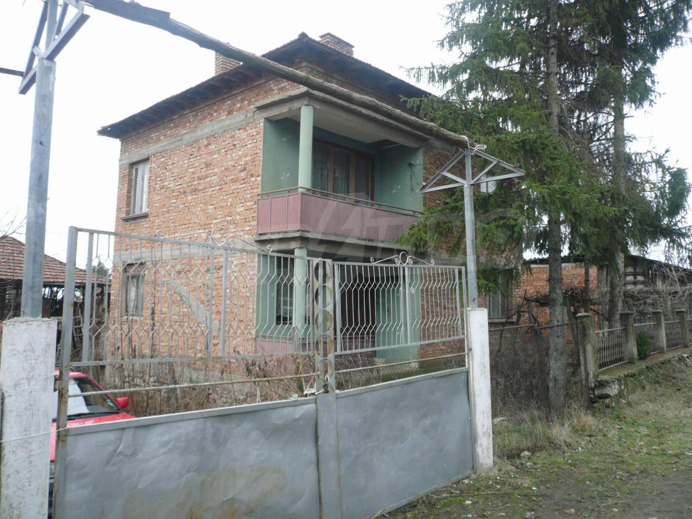 Massives zweistöckiges Haus mit Garten in der Nähe von Vidin 1