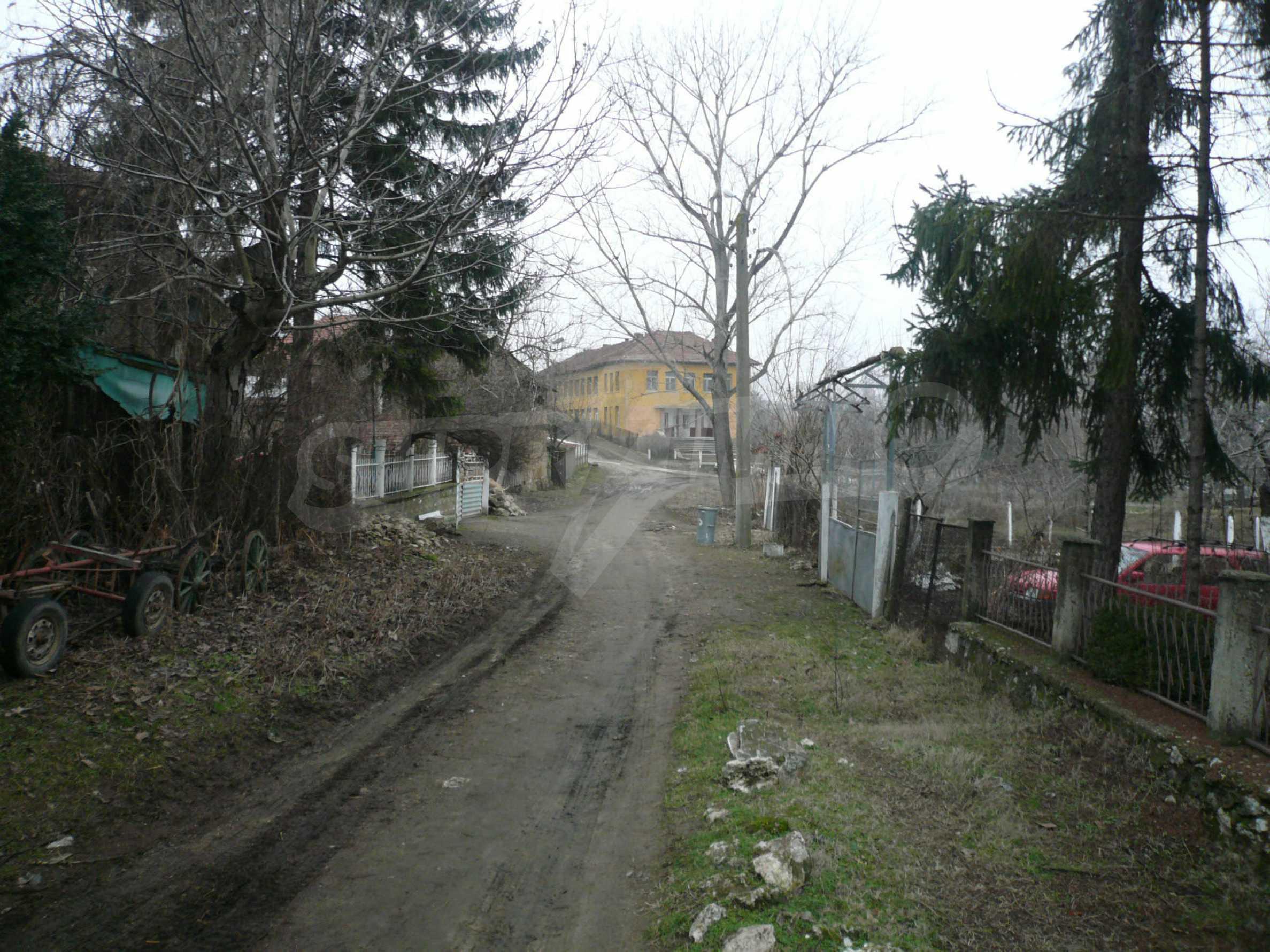Massives zweistöckiges Haus mit Garten in der Nähe von Vidin 19