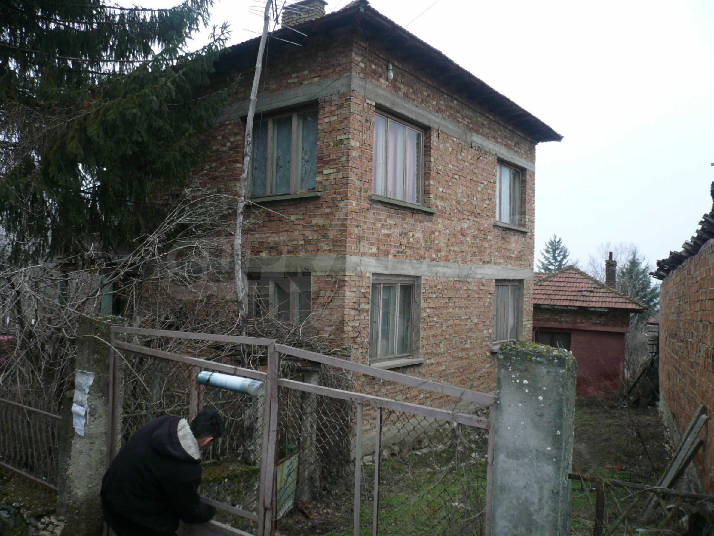 Massives zweistöckiges Haus mit Garten in der Nähe von Vidin 20