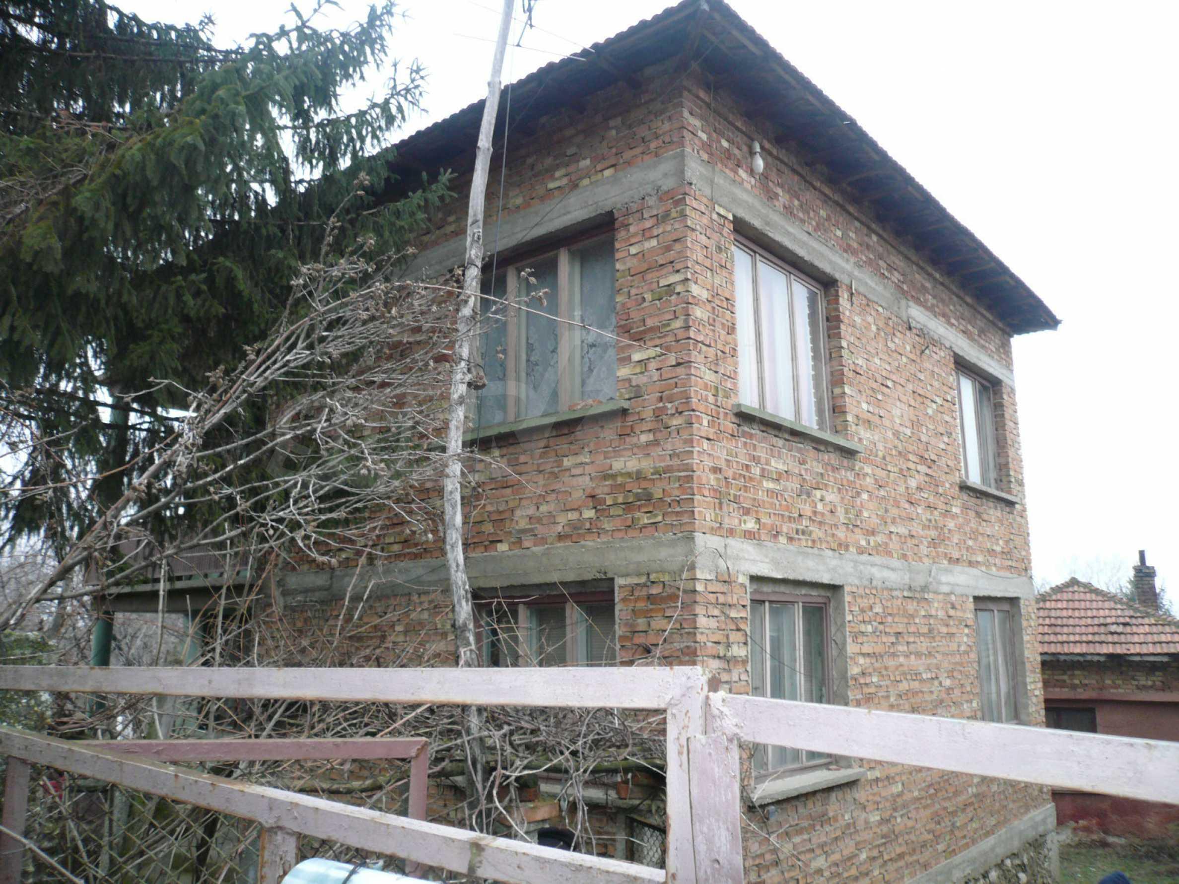 Massives zweistöckiges Haus mit Garten in der Nähe von Vidin 2