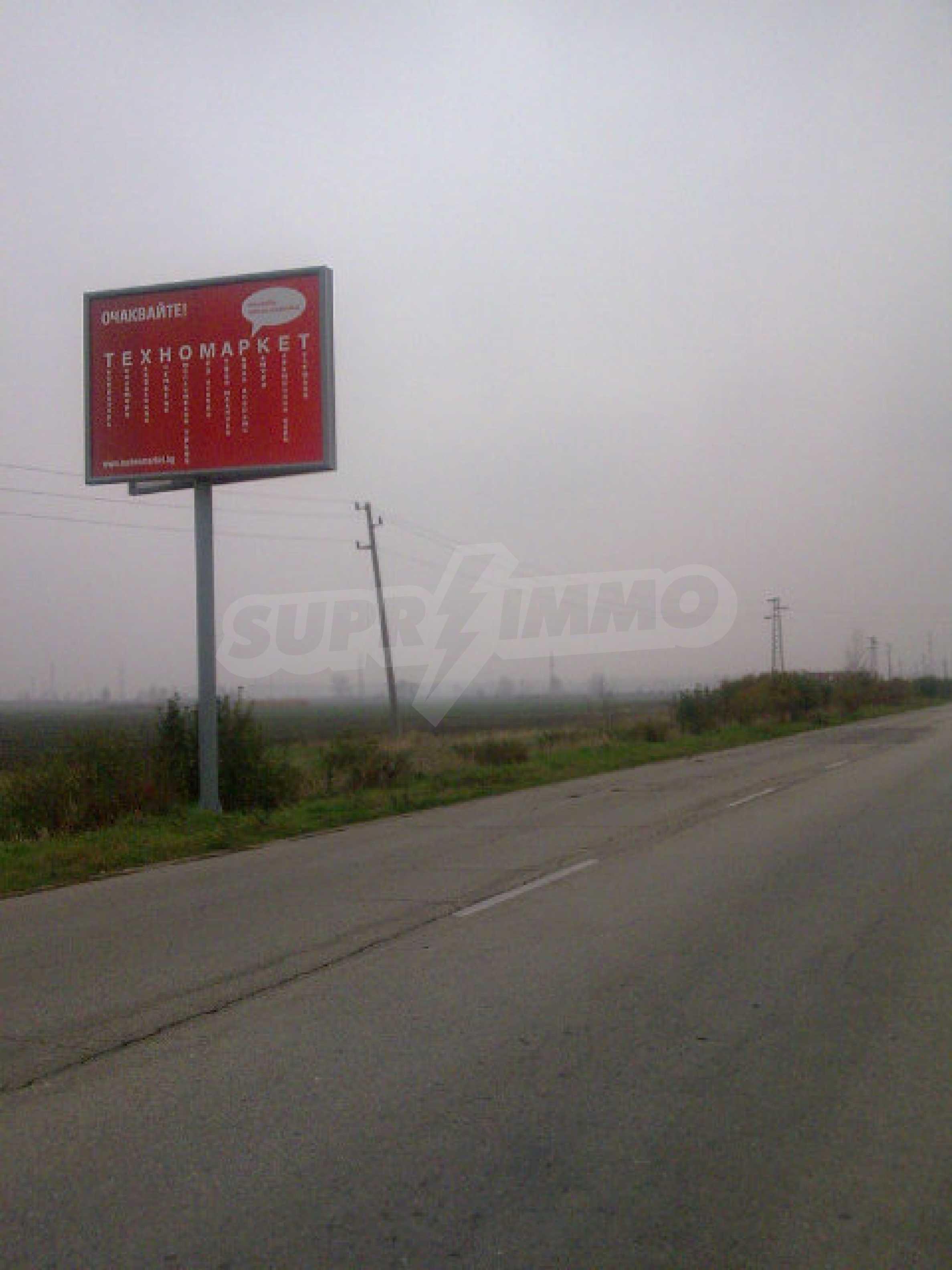 Umfangreiche landwirtschaftliche Flächen für Investitionen auf einer Asphaltstraße in der Nähe von Vidin