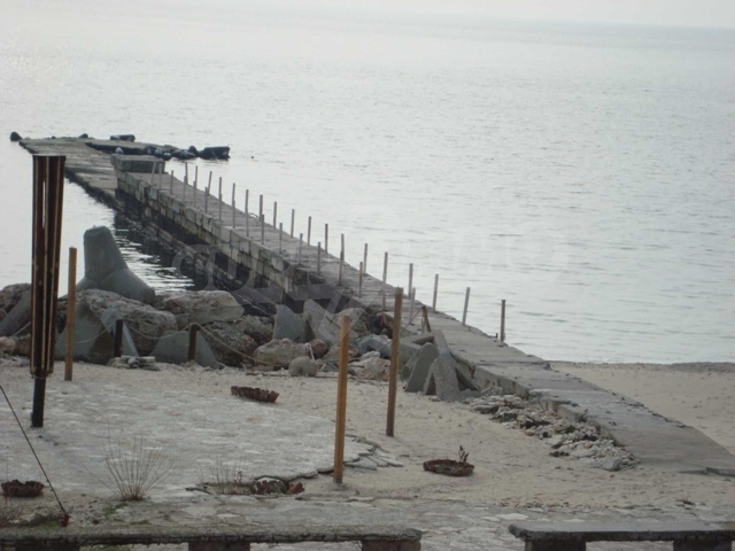 Первая линия моря в Балчике 17