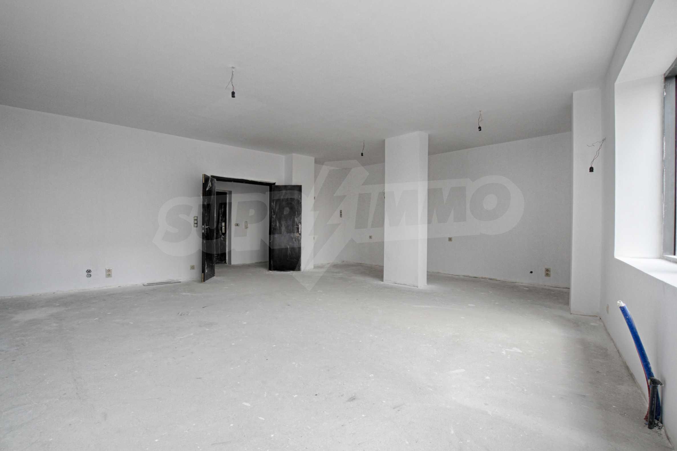 Многостаен апартамент в атрактивна сграда на Околовръстен път