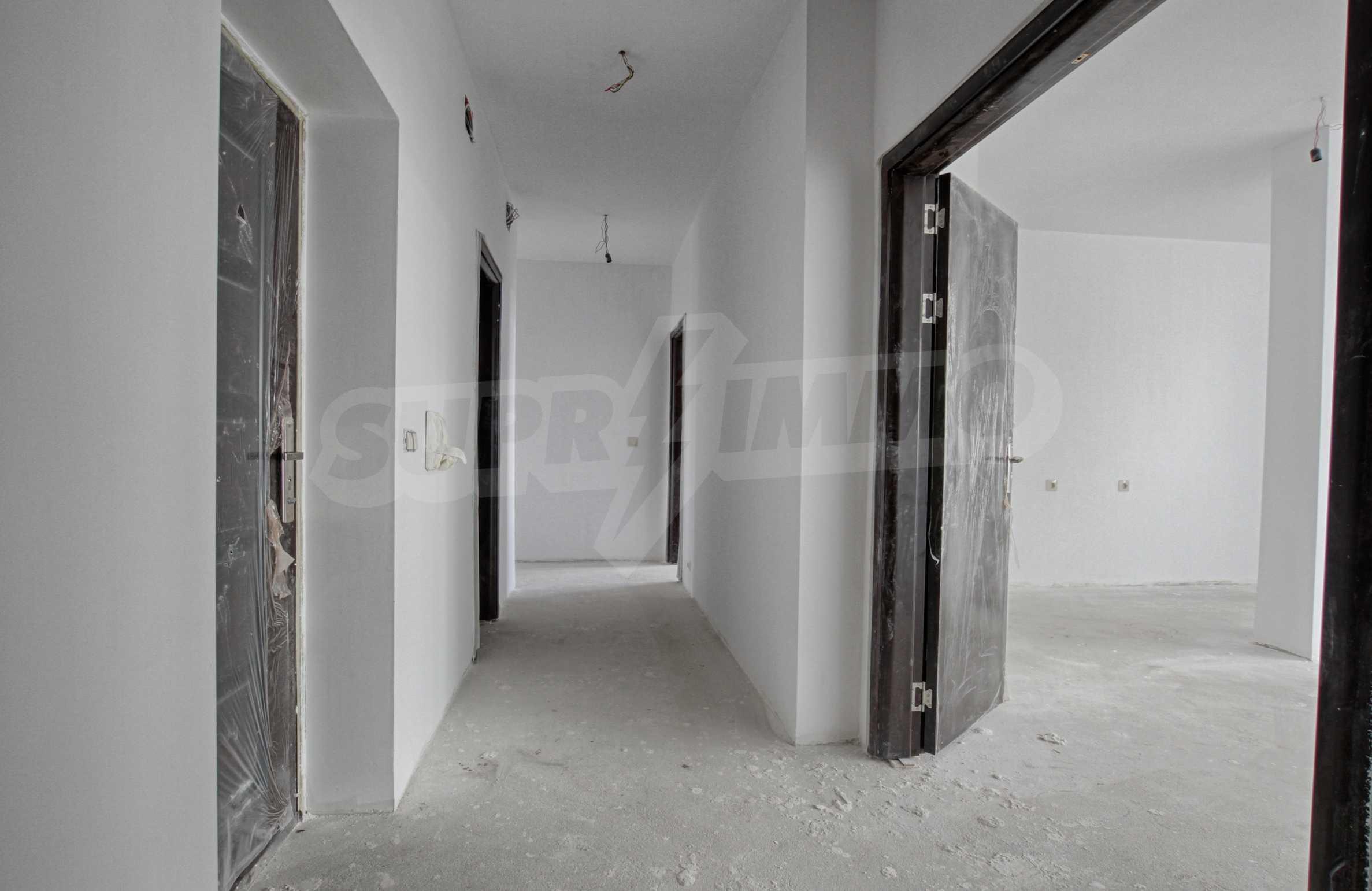 Многостаен апартамент в атрактивна сграда на Околовръстен път 2
