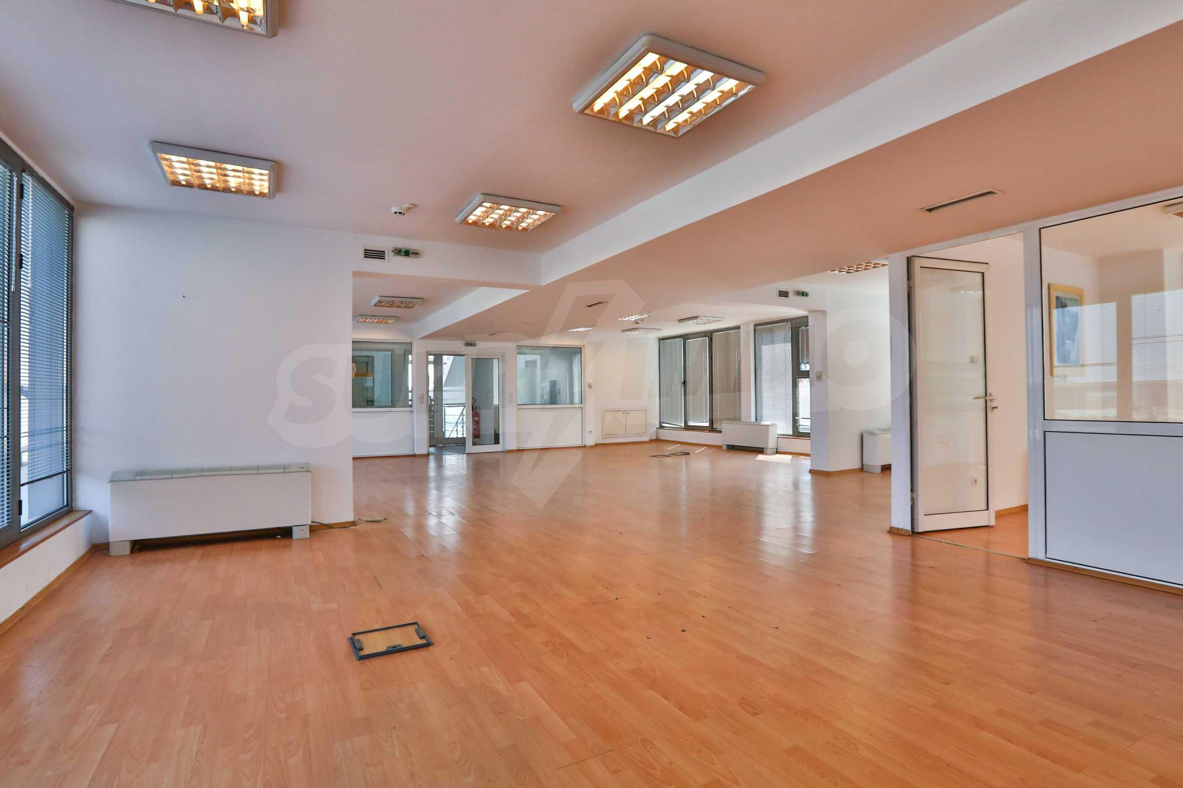 Площи тип open space в офис зоната на бул. Цариградско шосе 13