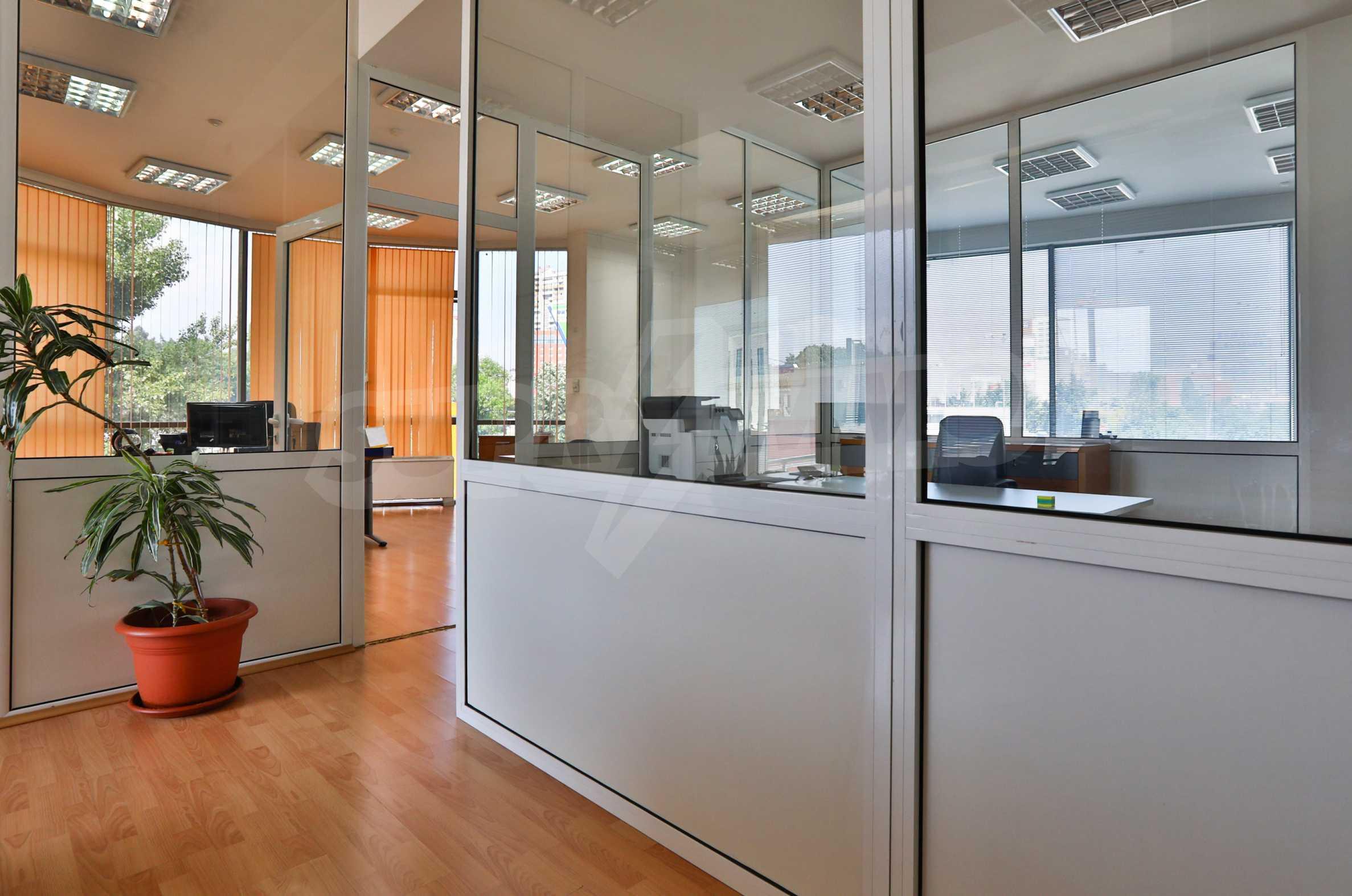 Площи тип open space в офис зоната на бул. Цариградско шосе 37