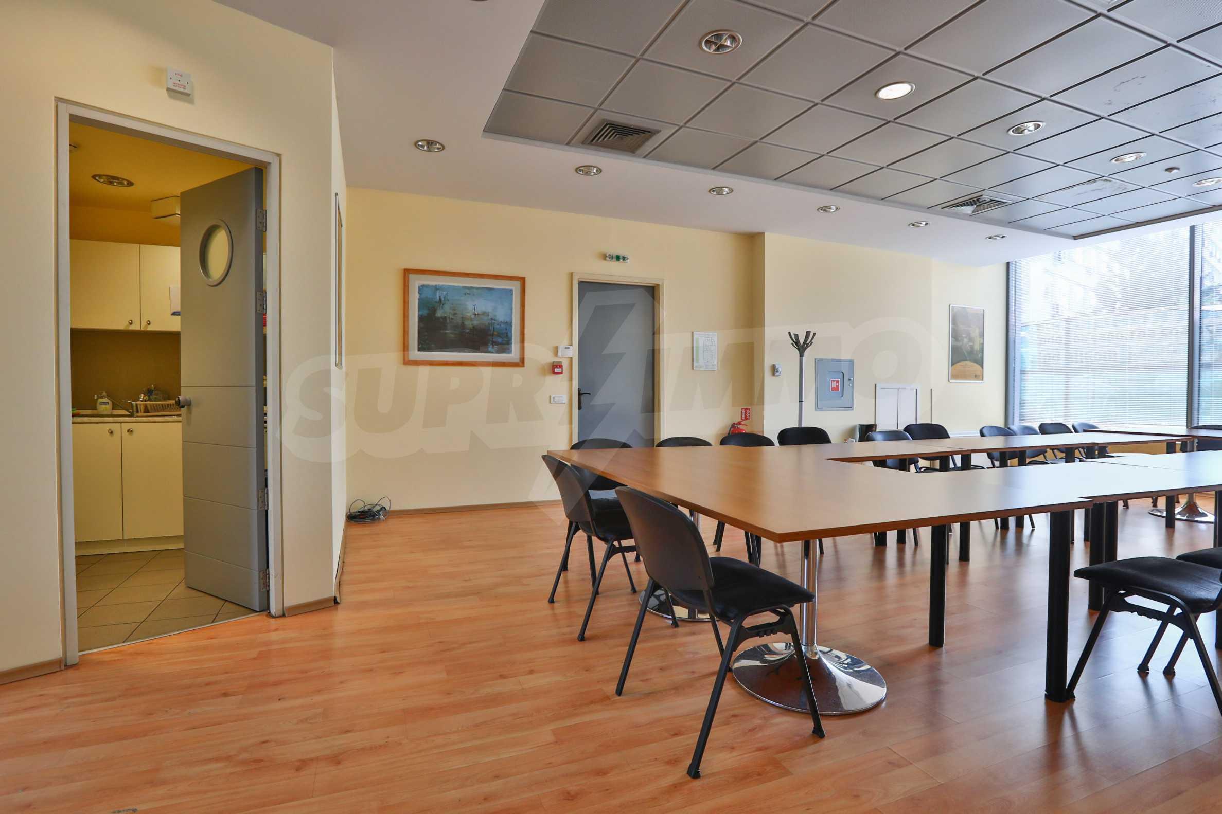 Площи тип open space в офис зоната на бул. Цариградско шосе 3
