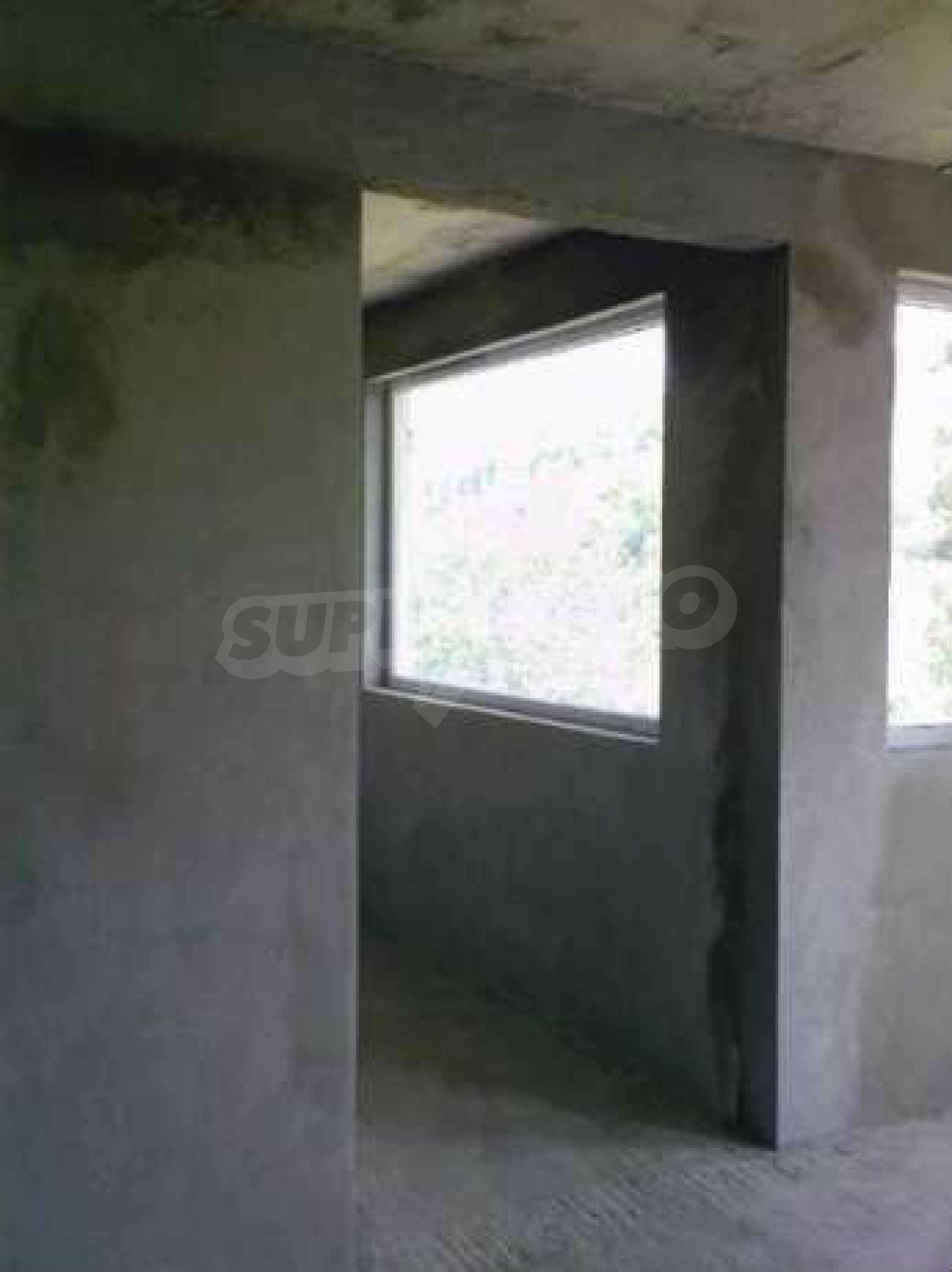 Новопостроена двуетажна къща в квартал на град Габрово 9
