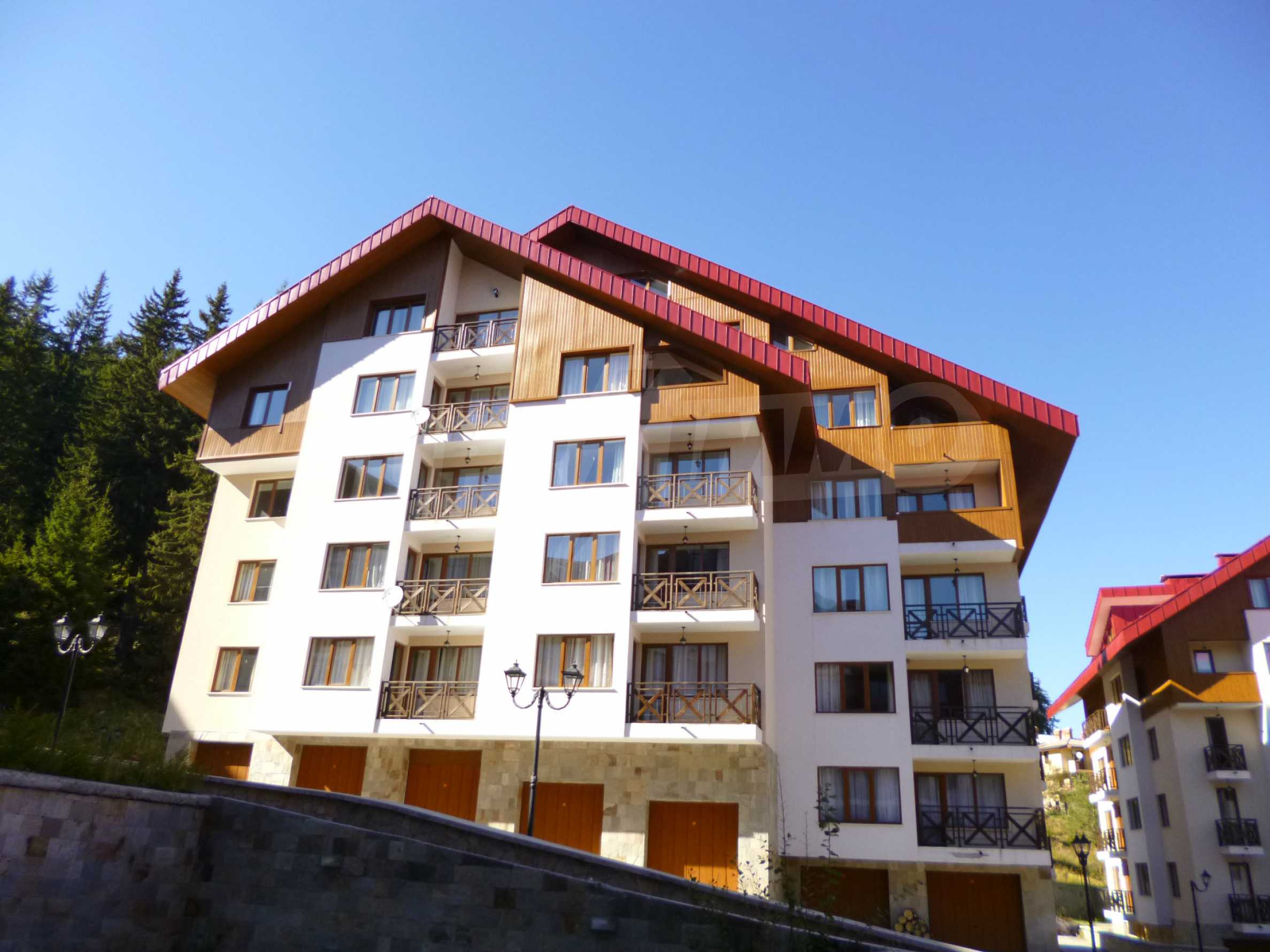 Elegant fully equipped and furnished 1-bedroom apartment in the gated complex Lucky Pamporovo