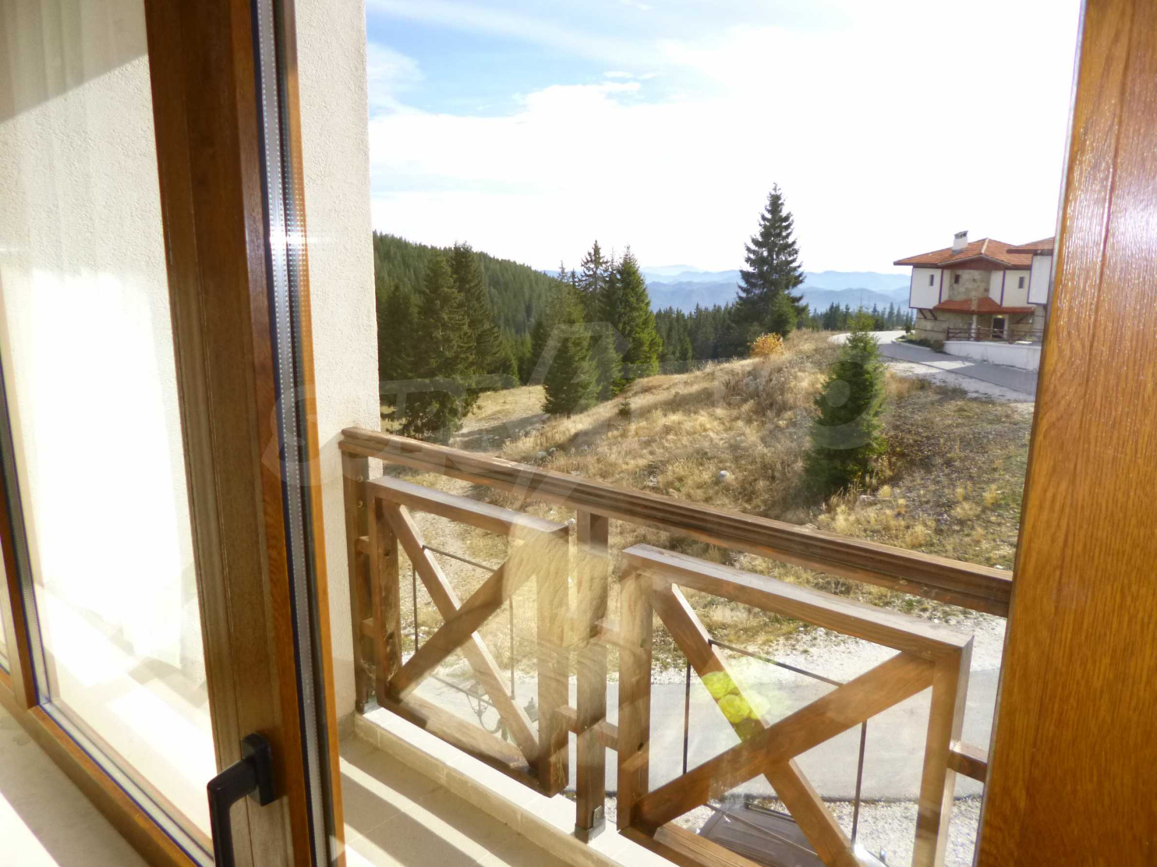 Elegant fully equipped and furnished 1-bedroom apartment in the gated complex Lucky Pamporovo 4